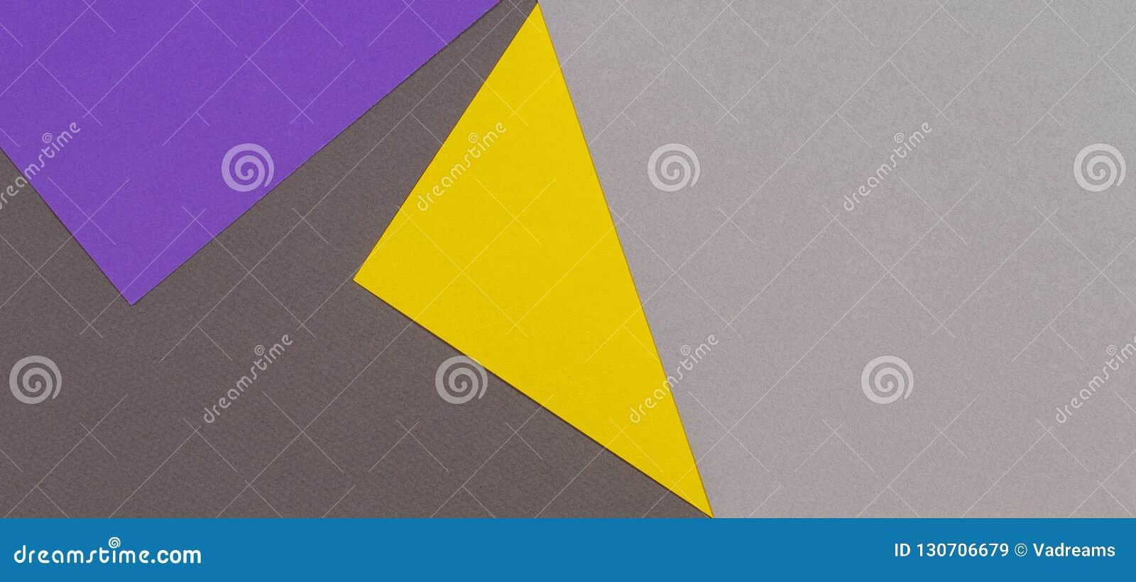 Fondo de papel geométrico abstracto de la cartulina de la textura La vista superior de colores de moda grises amarillos violetas