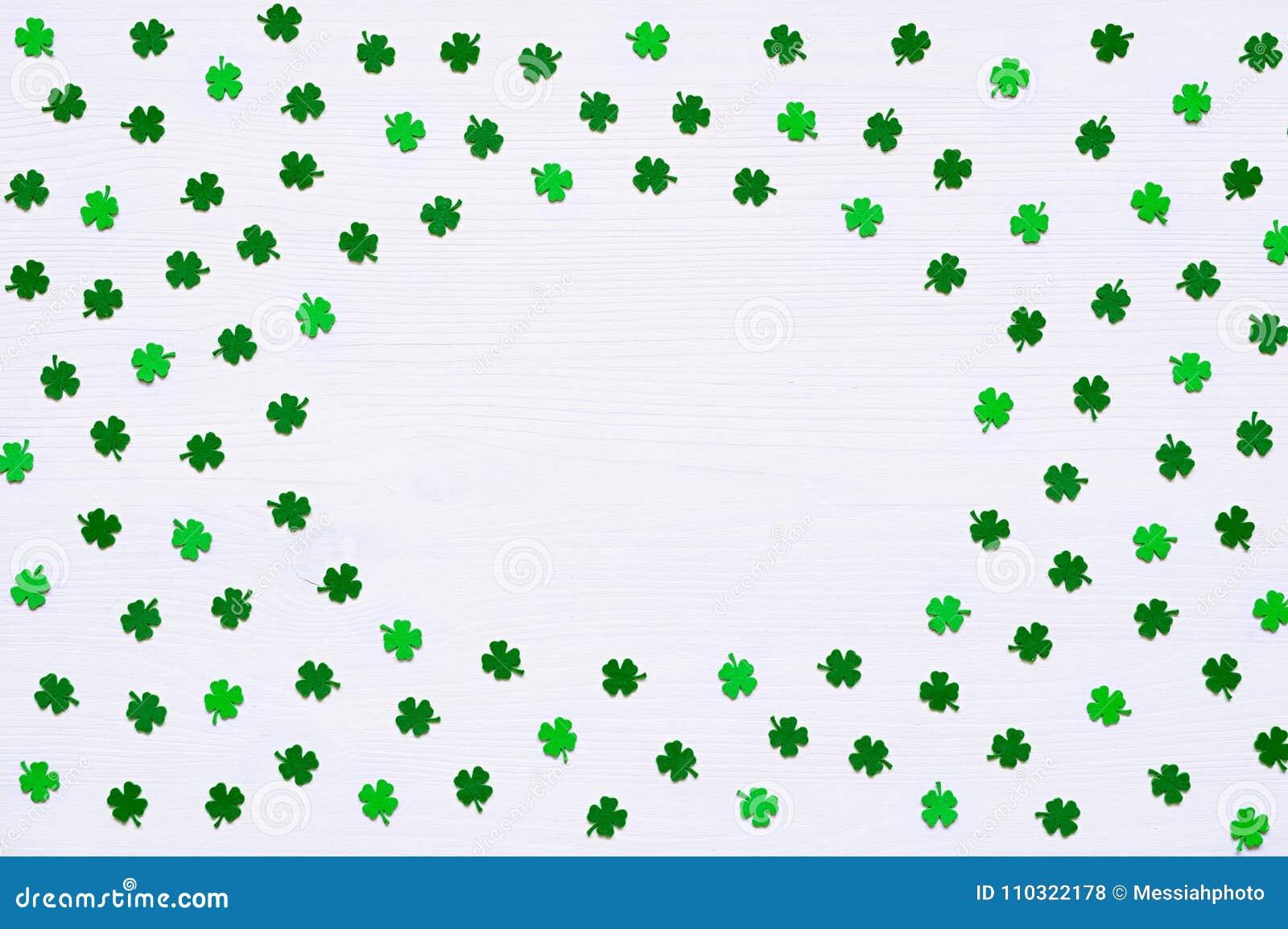 Fondo Del Día Del ` S De St Patrick Con Los Quatrefoils Verdes En El ...