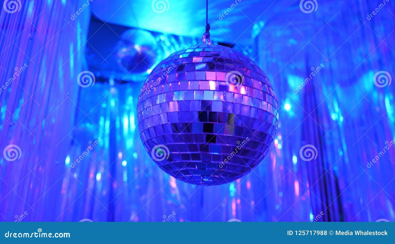 Fondo del disco con la bola de discoteca retra brillante Gran fondo para el partido de disco o el pequeño evento del Karaoke Tema