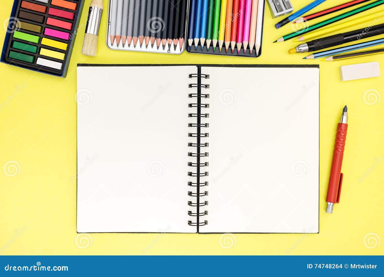 Fondo del escritorio del estudiante con la libreta e - Escritorio para escribir ...
