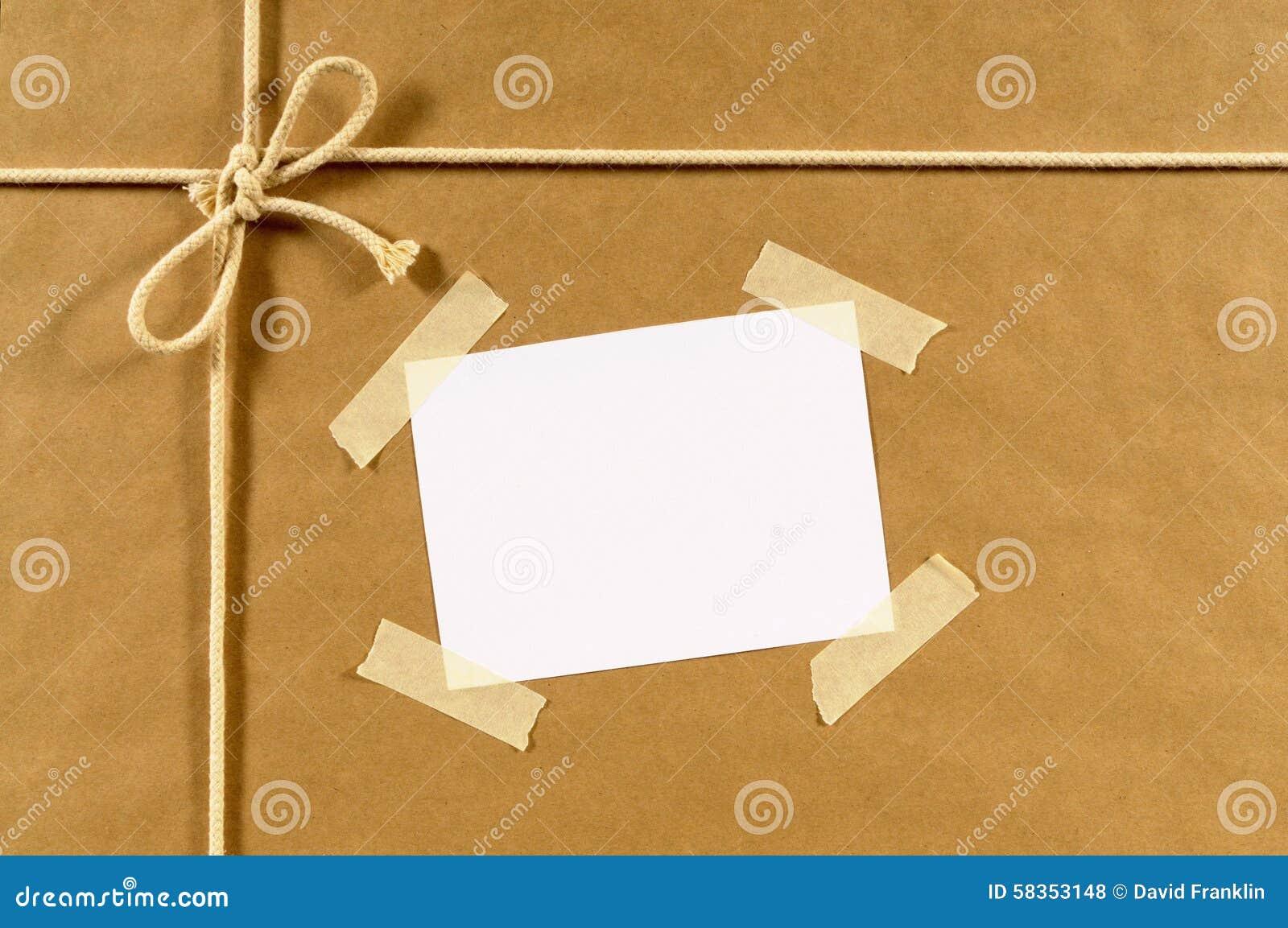 Fondo del paquete del papel de Brown, etiqueta de dirección, cinta pegajosa