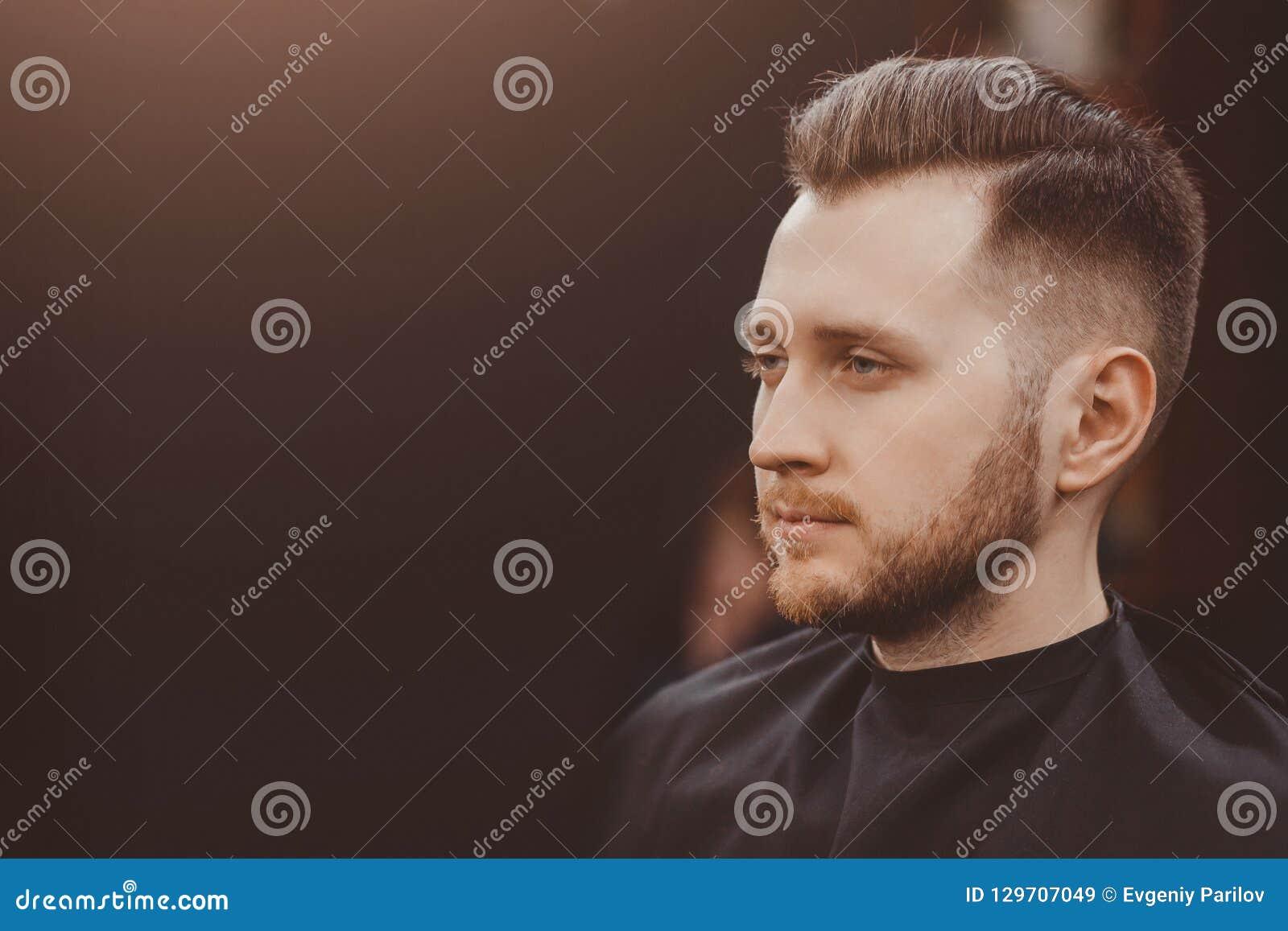 Fondo del salone di capelli per gli uomini, negozio di barbiere