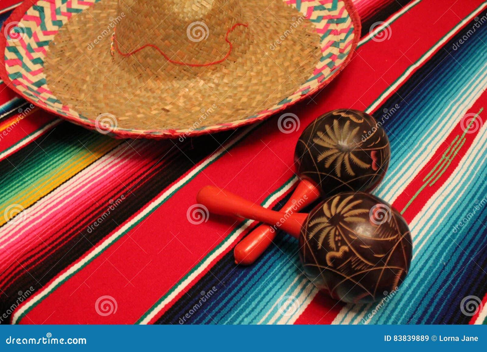 Fondo del sombrero del poncho del serape de la fiesta de Cinco de Mayo Mexican Maracas