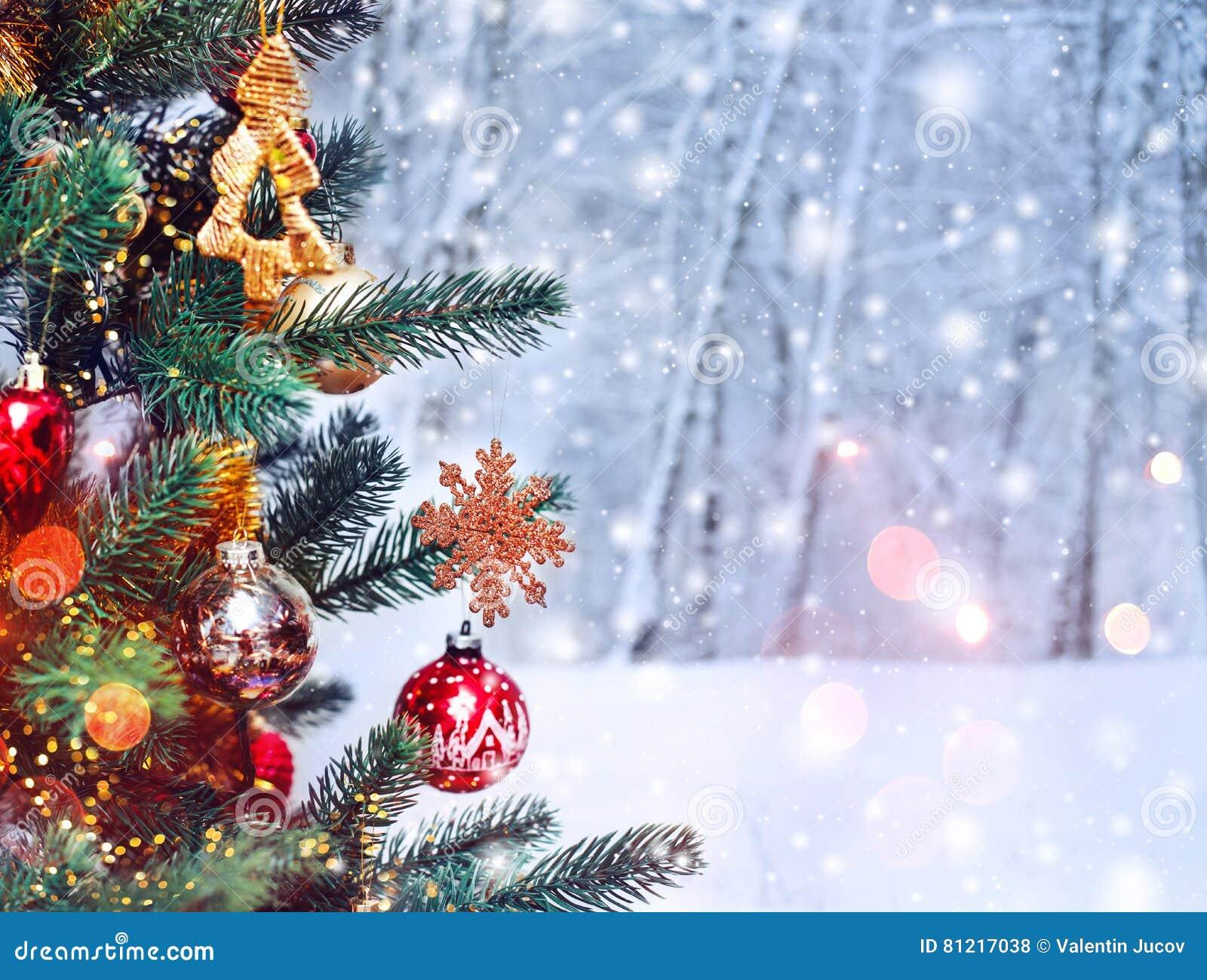 Fondo Dellalbero Di Natale E Decorazioni Di Natale Con Neve Vago