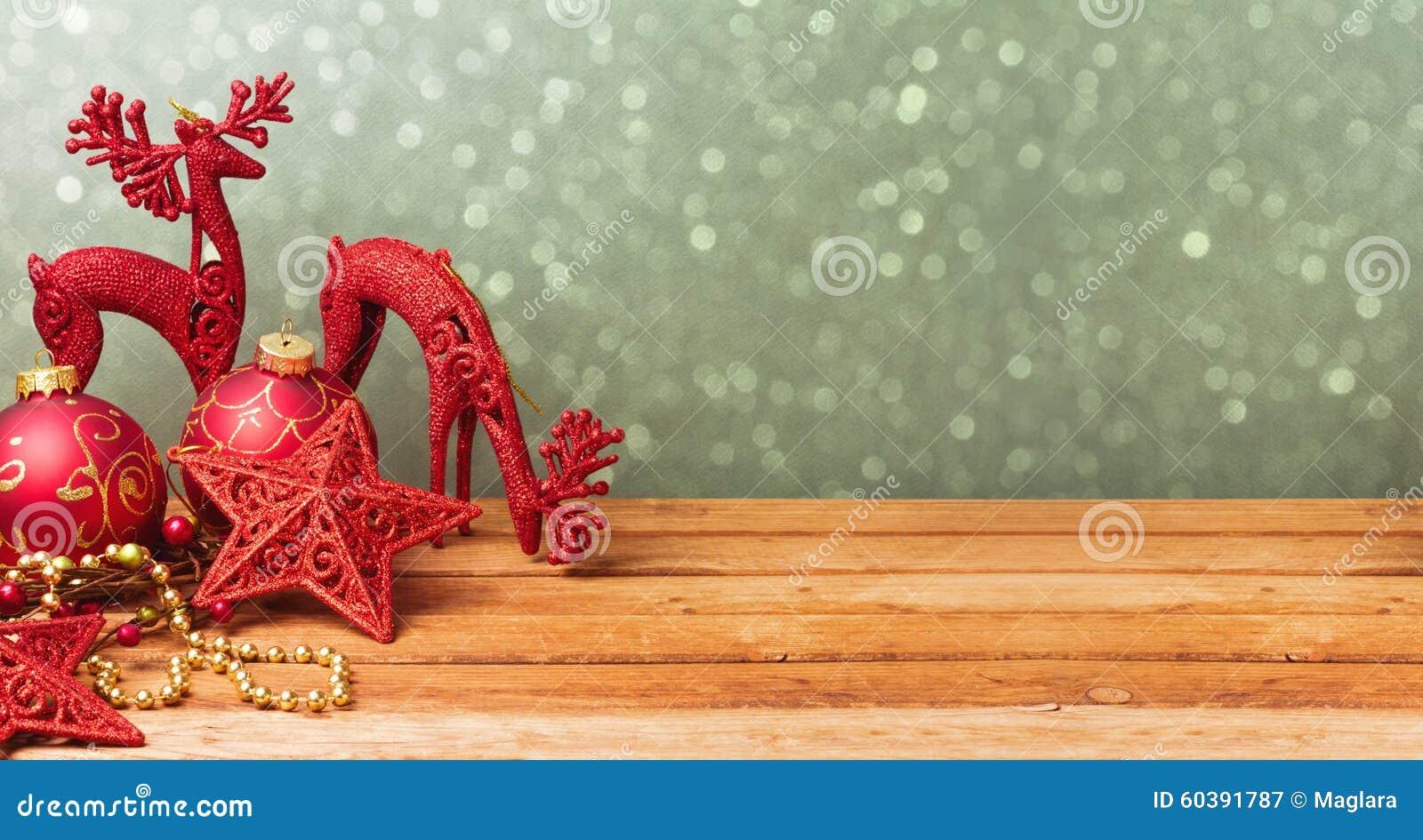 Fondo dell insegna del sito Web di Natale con le decorazioni sulla tavola di legno