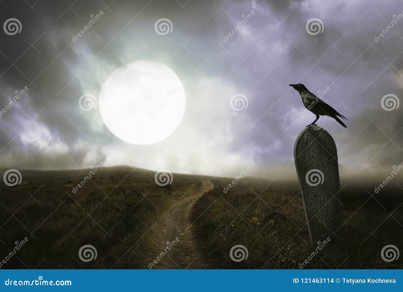 Fondo di Halloween con il corvo e la tomba