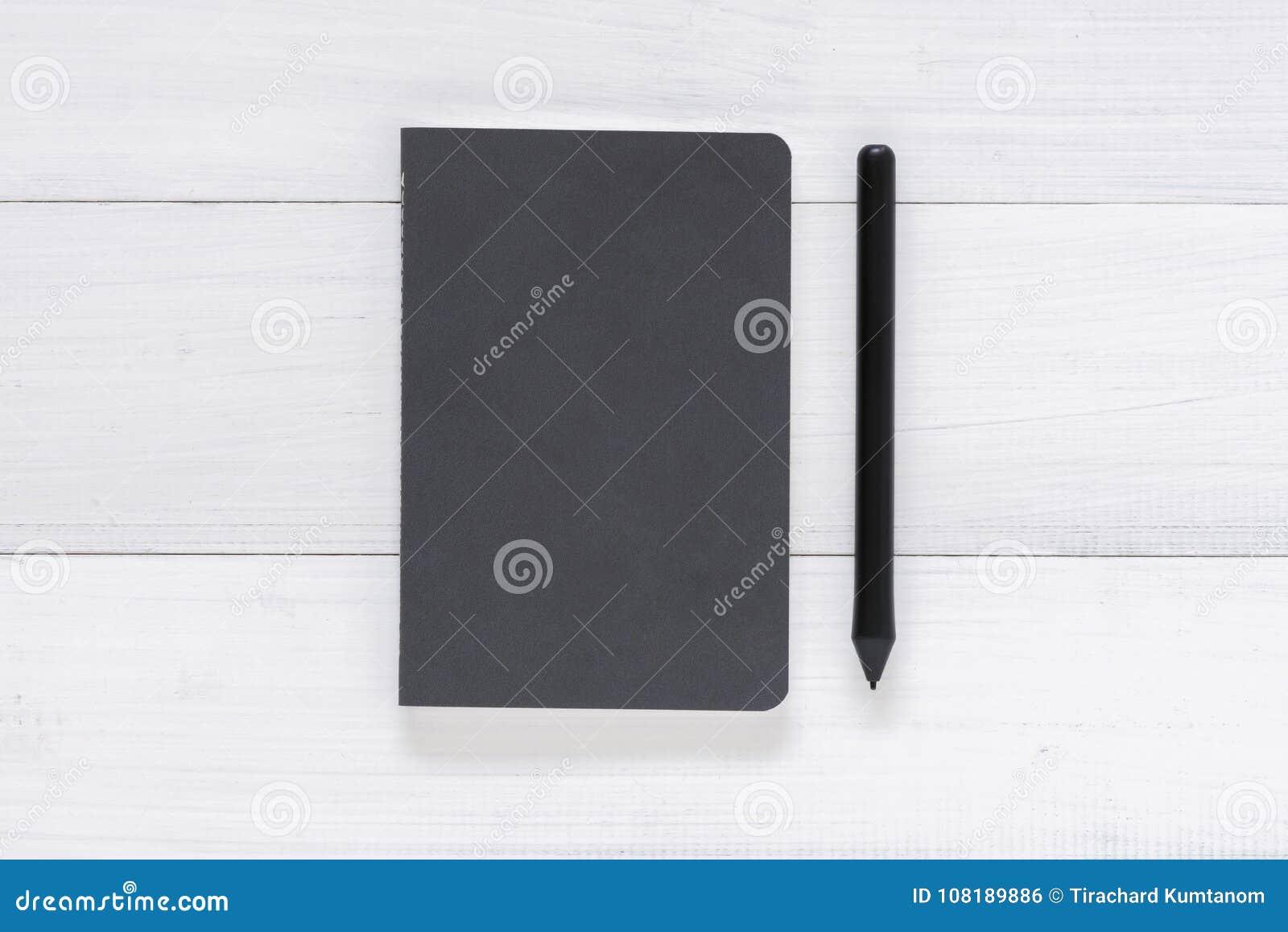 Scrivania In Legno Bianco : Fondo di legno bianco della tavola della scrivania con derisione