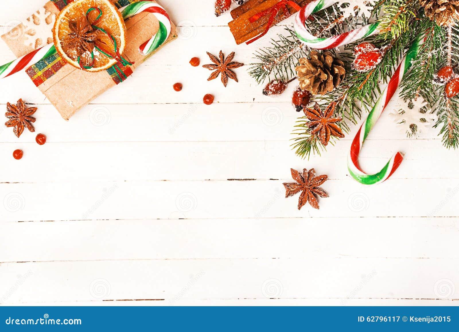Fondo di natale con le decorazioni festive immagine stock - Le decorazioni di natale ...