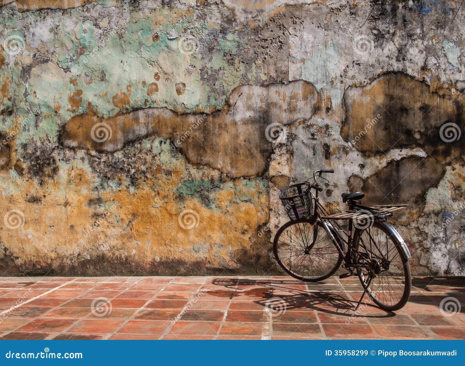 Fondo, extracto o textura de la pared. con la bicicleta.