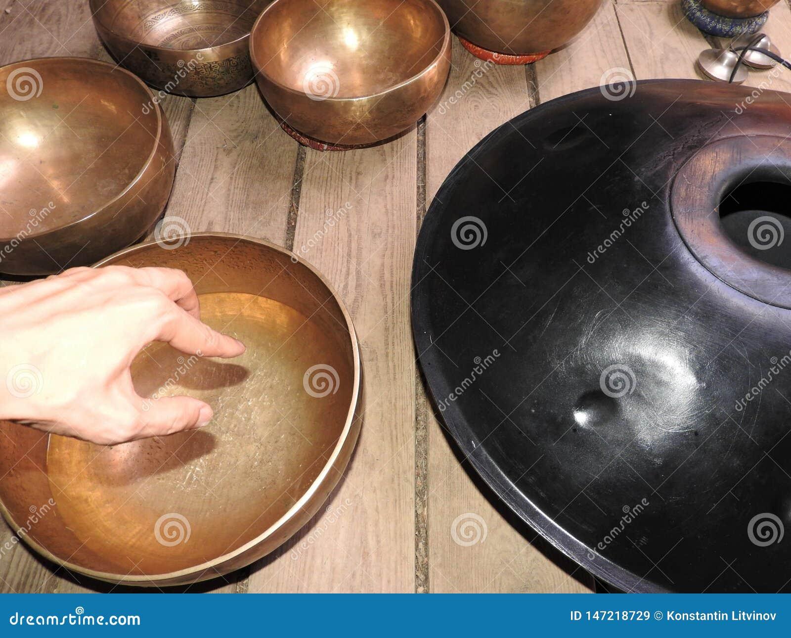 Fondo mistico con gli oggetti rituali di esoterico, occulti, divinazione, oggetti magici Occulto, esoterico, divinazione e