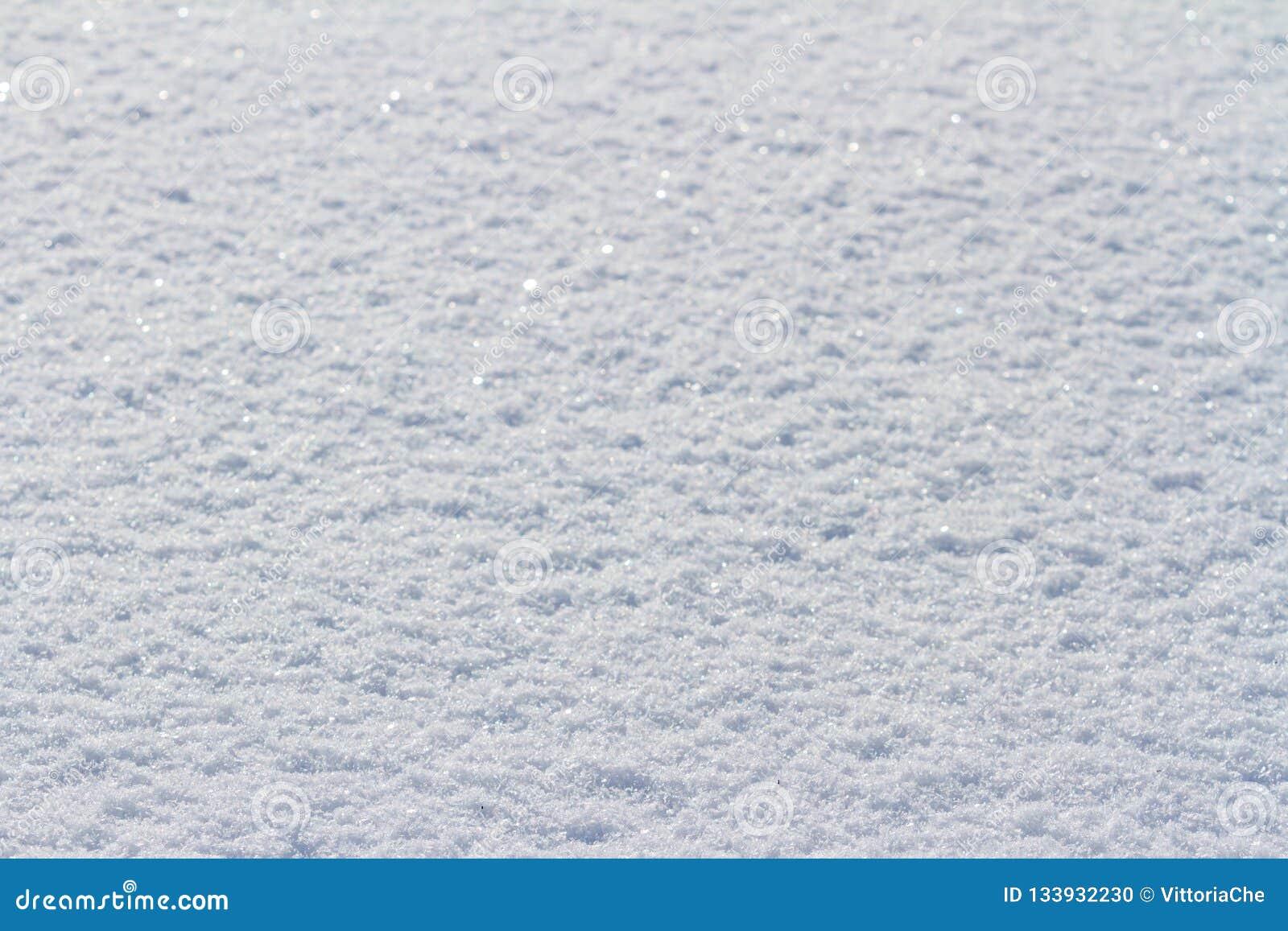 Fondo natural de la textura del invierno con la nieve blanca