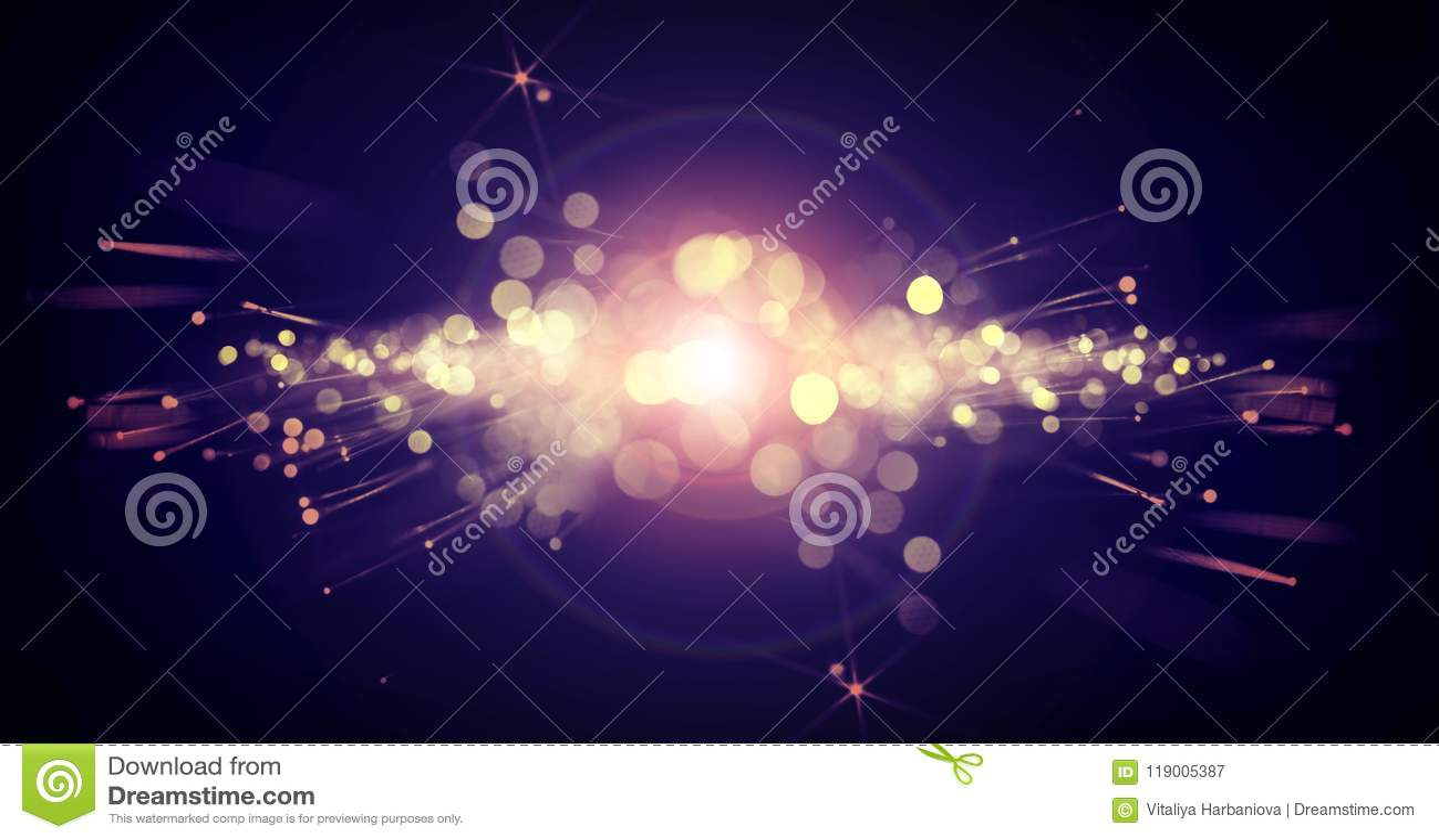 Fondo oscuro del bokeh con un flash brillante de la luz, efecto luminoso