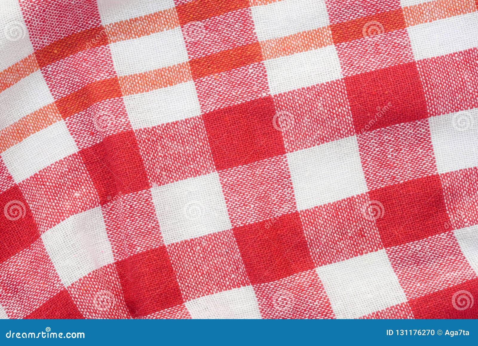 Fondo piegato a quadretti rosso e bianco dell asciugamano di cucina