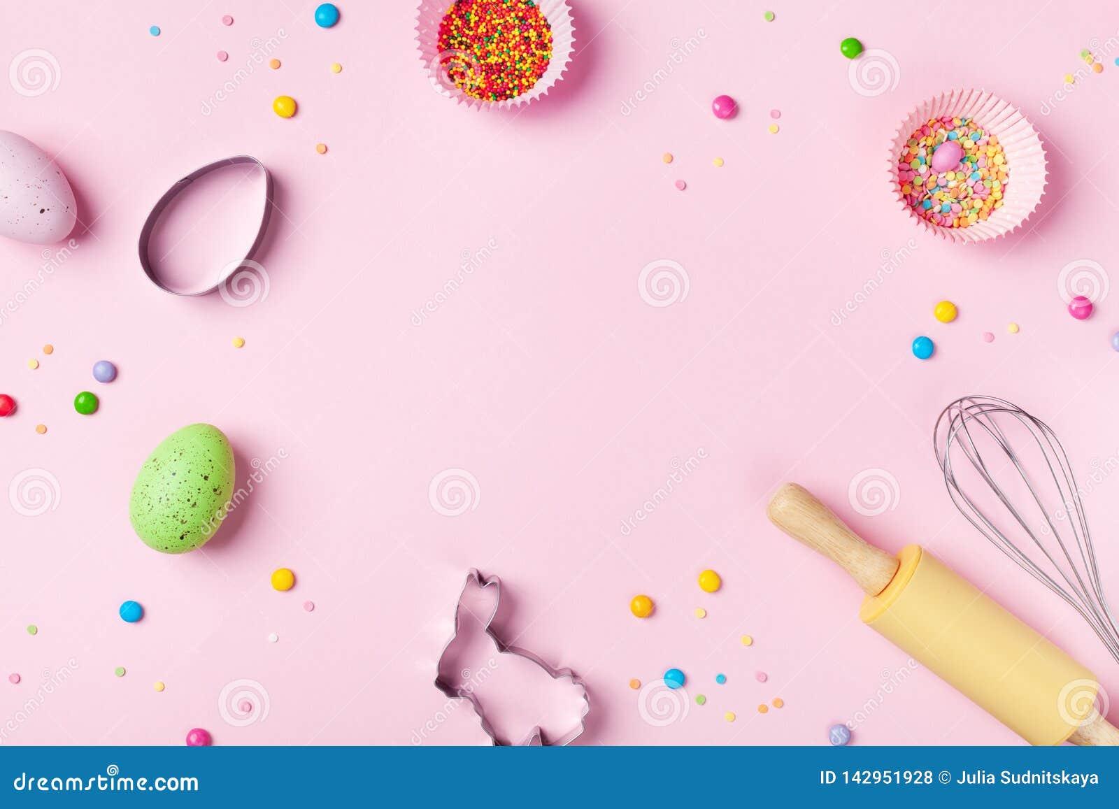 Fondo que cuece de Pascua con las herramientas de la cocina para la opini?n de top dulce de la panader?a del d?a de fiesta Endech