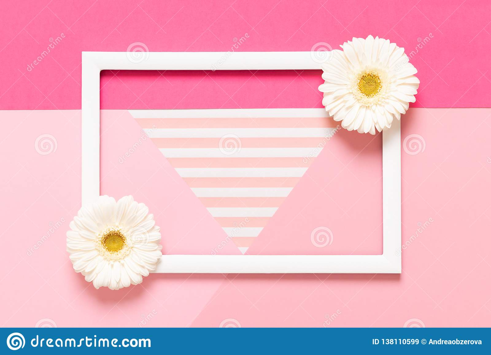 Fondo rosa pastello felice di festa della Mamma, del giorno delle donne, di San Valentino o di compleanno Derisione piana di disp