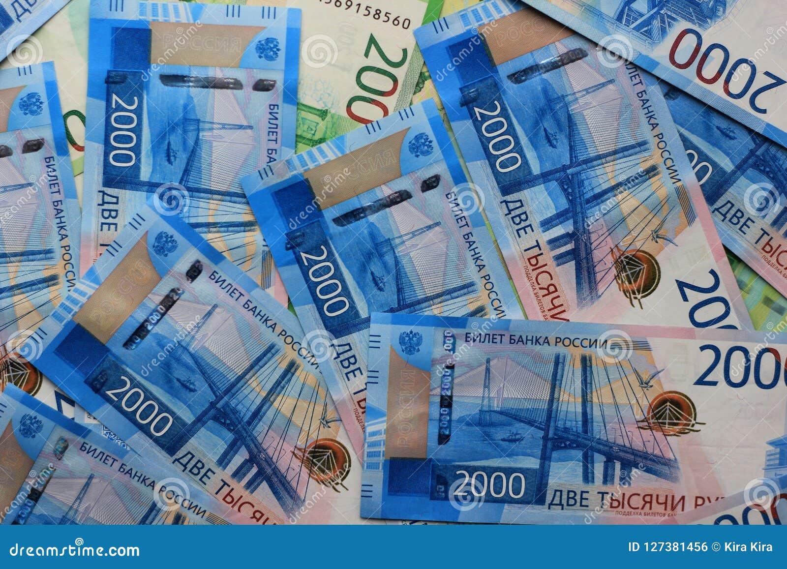 Fondo russo dei soldi, nuove 200 e 2000 rubli denominazione russa dei soldi