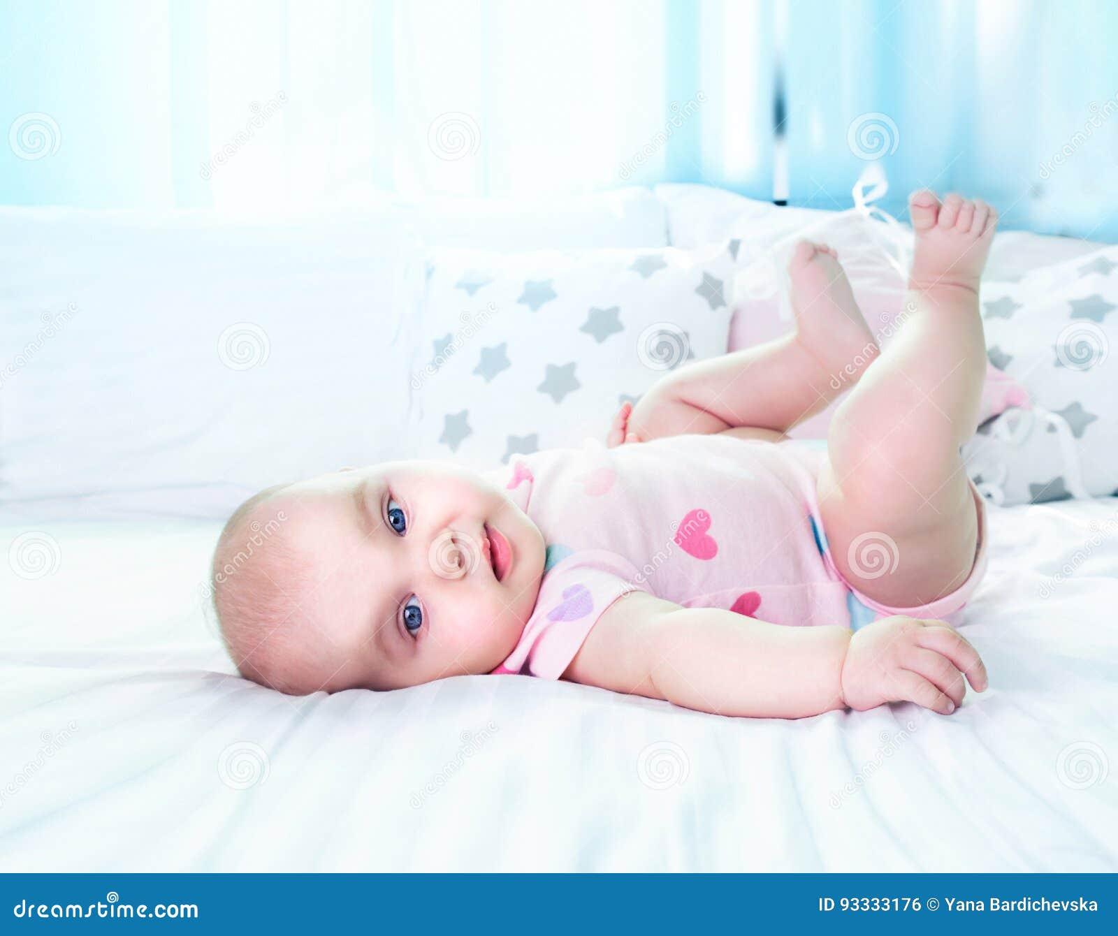 Fondo vacío del espacio del retrato del bebé