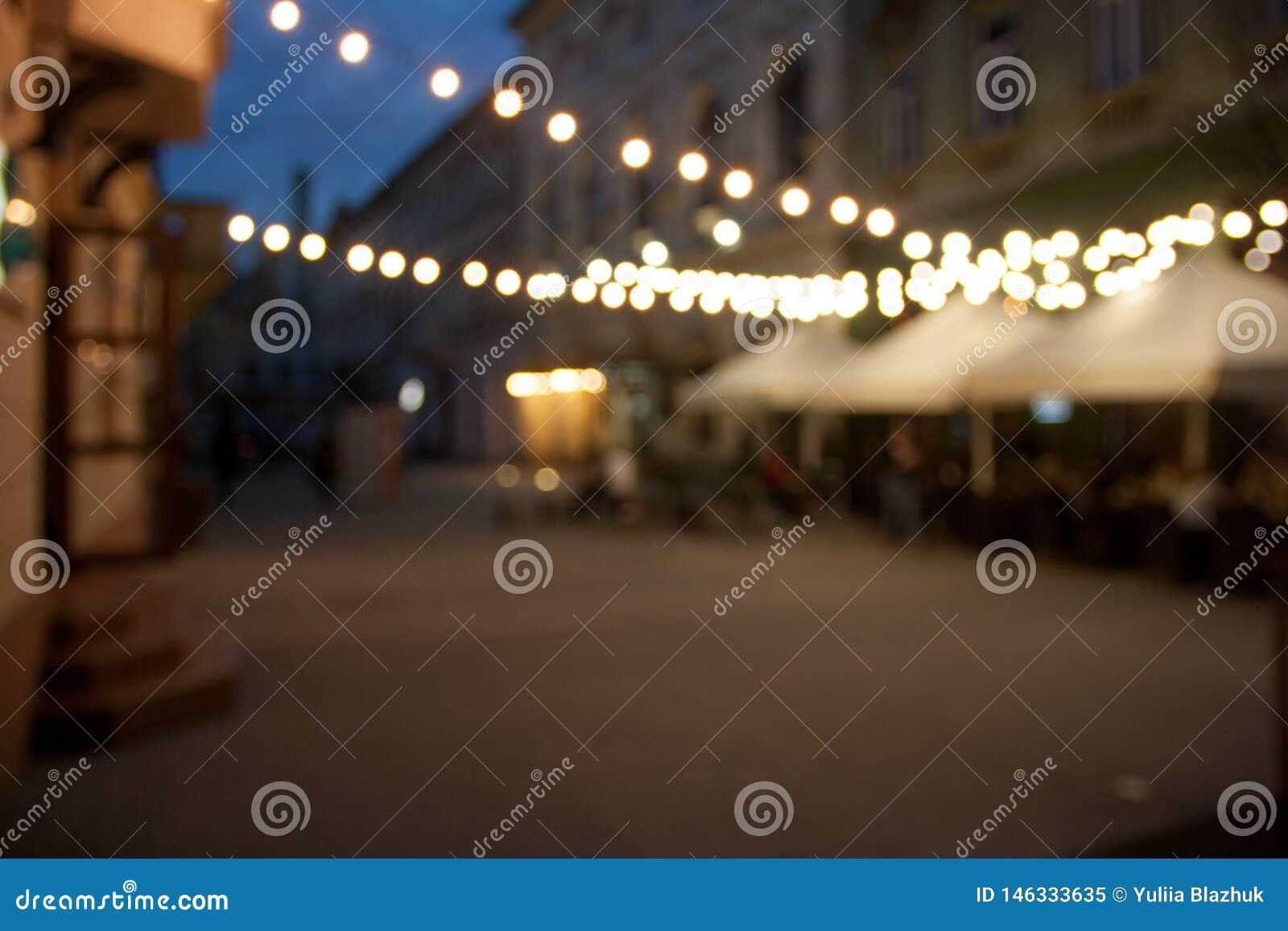Fondo vac?o borroso de la calle de la ciudad de la noche con el bokeh