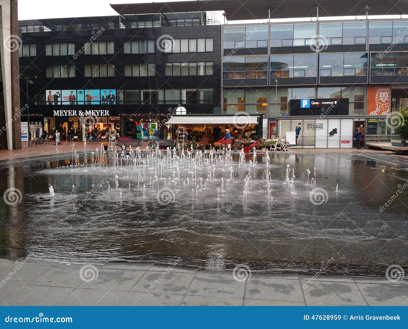 Fontain w centrum Amstelveen Holandia