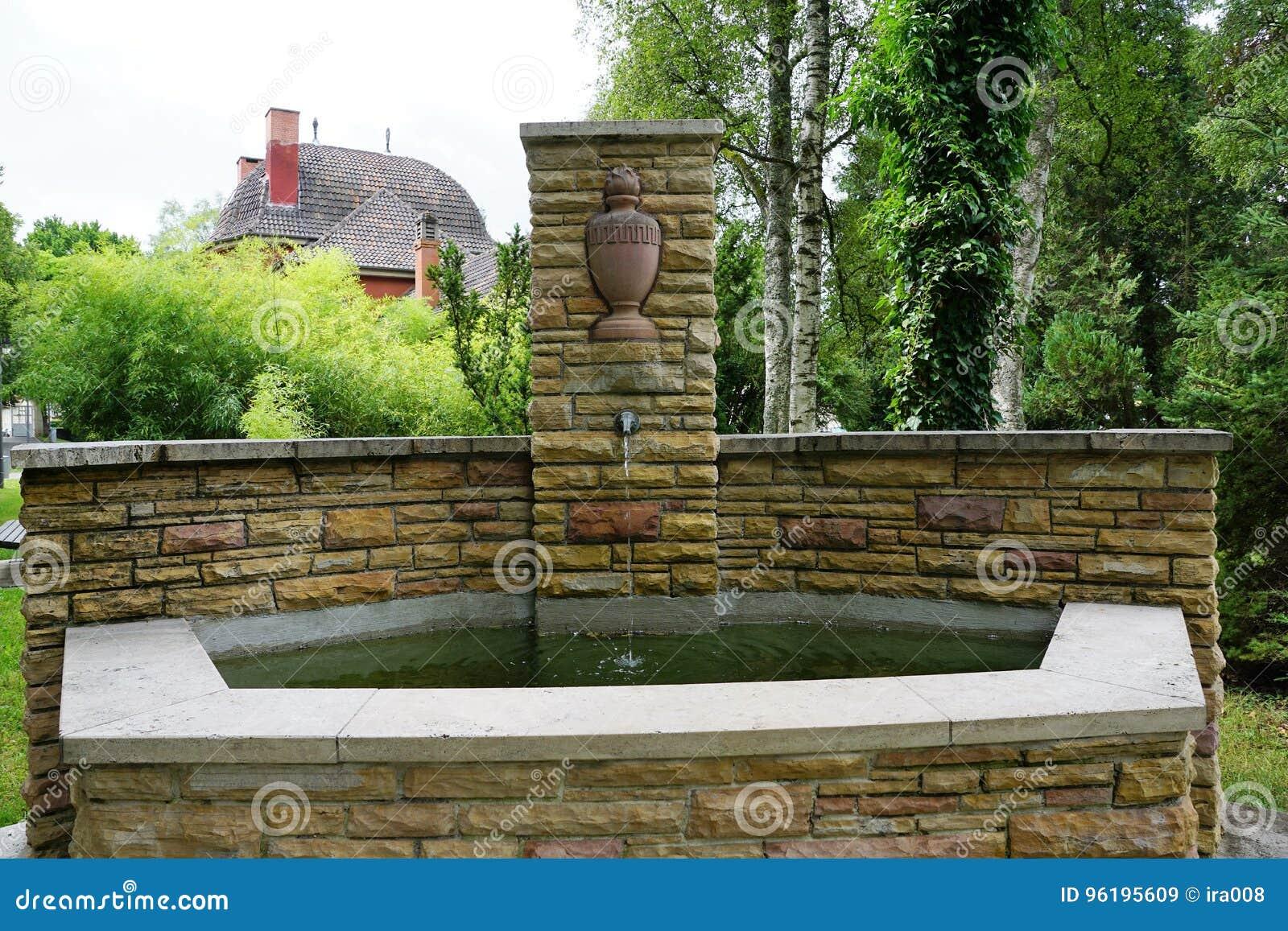 Fontaine au cimetière par le crématorium dans le tuttlingen