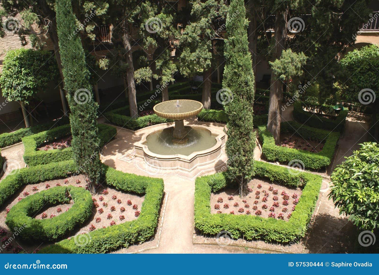 Fontaine au jardin de palais d 39 alhambra grenade for Au jardin des colibris avis