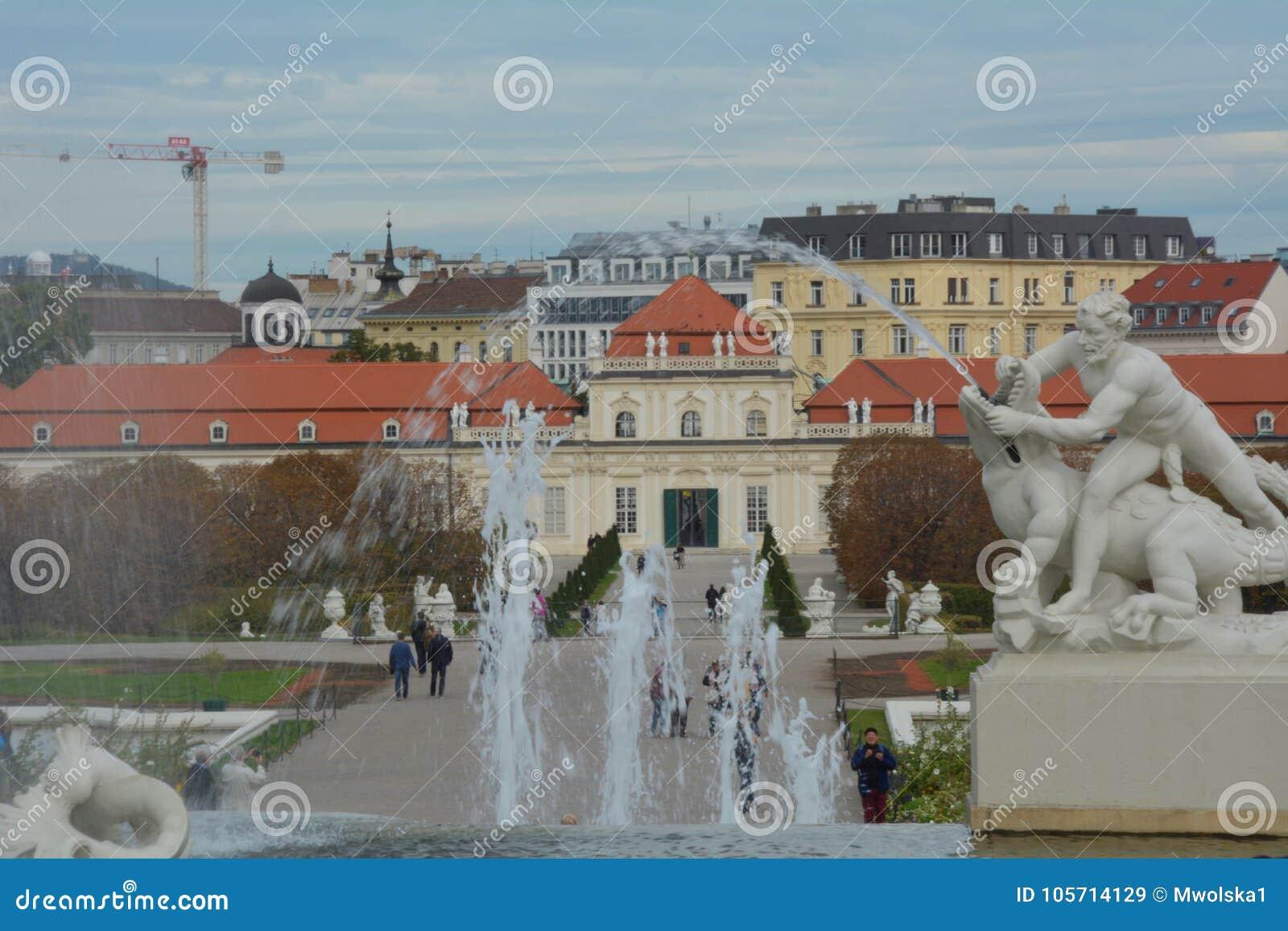 Fontaine avec le belvédère inférieur à l arrière-plan, Vienne
