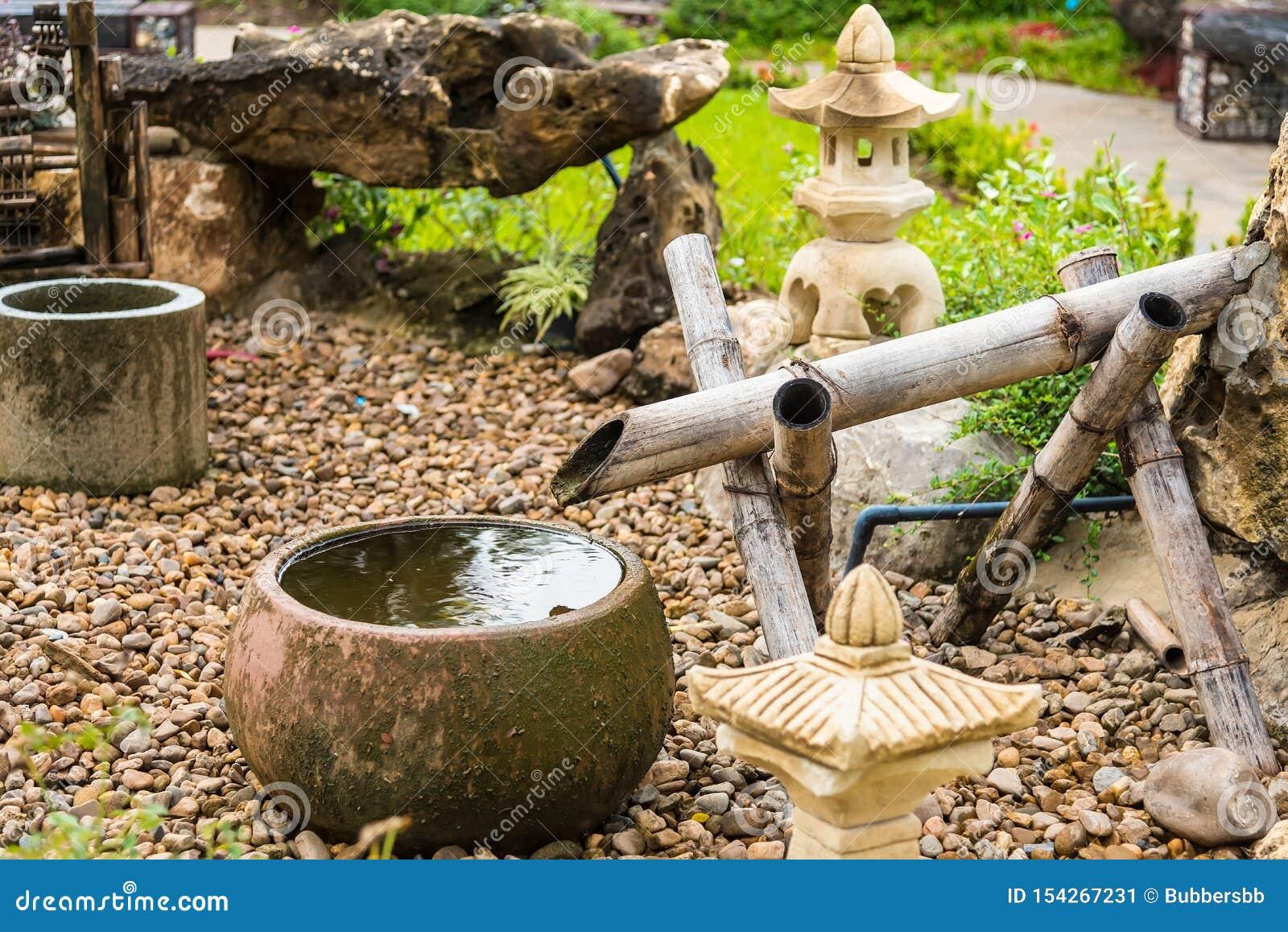 Bassin Fontaine De Jardin fontaine d'eau avec la lanterne de bassin et en bambou en