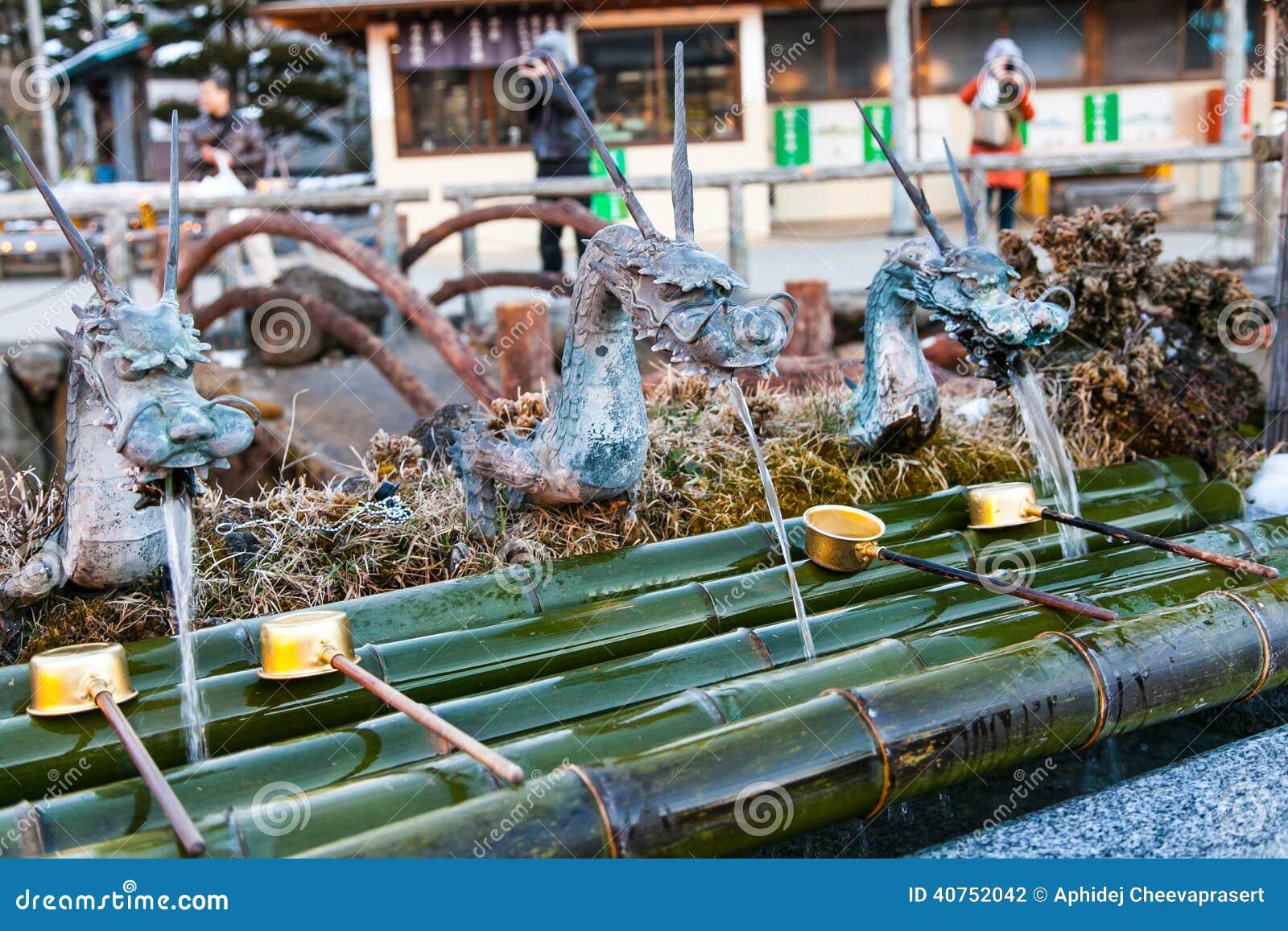 Fontaine D 39 Eau Japonaise Traditionnelle De Dragon Photo Stock Image 40752042