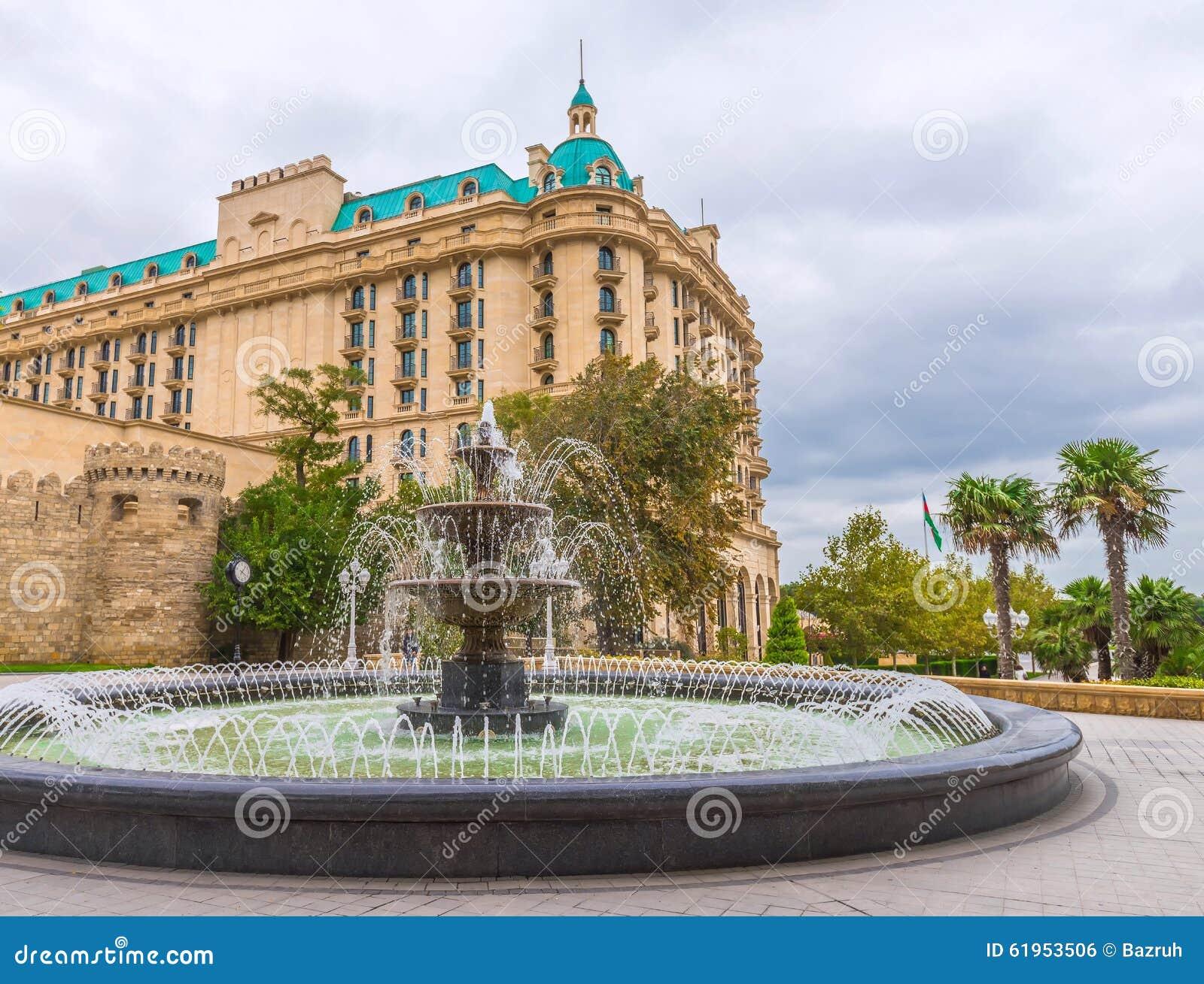 Fontaine dans le jardin du gouverneur dans la ville de Bakou