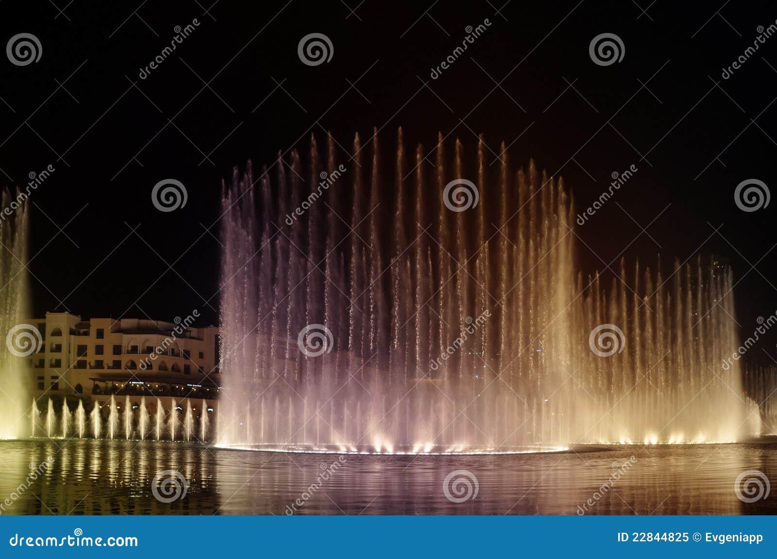 fontaine de danse sur le lac burj khalifa duba eau photo libre de droits image 22844825. Black Bedroom Furniture Sets. Home Design Ideas
