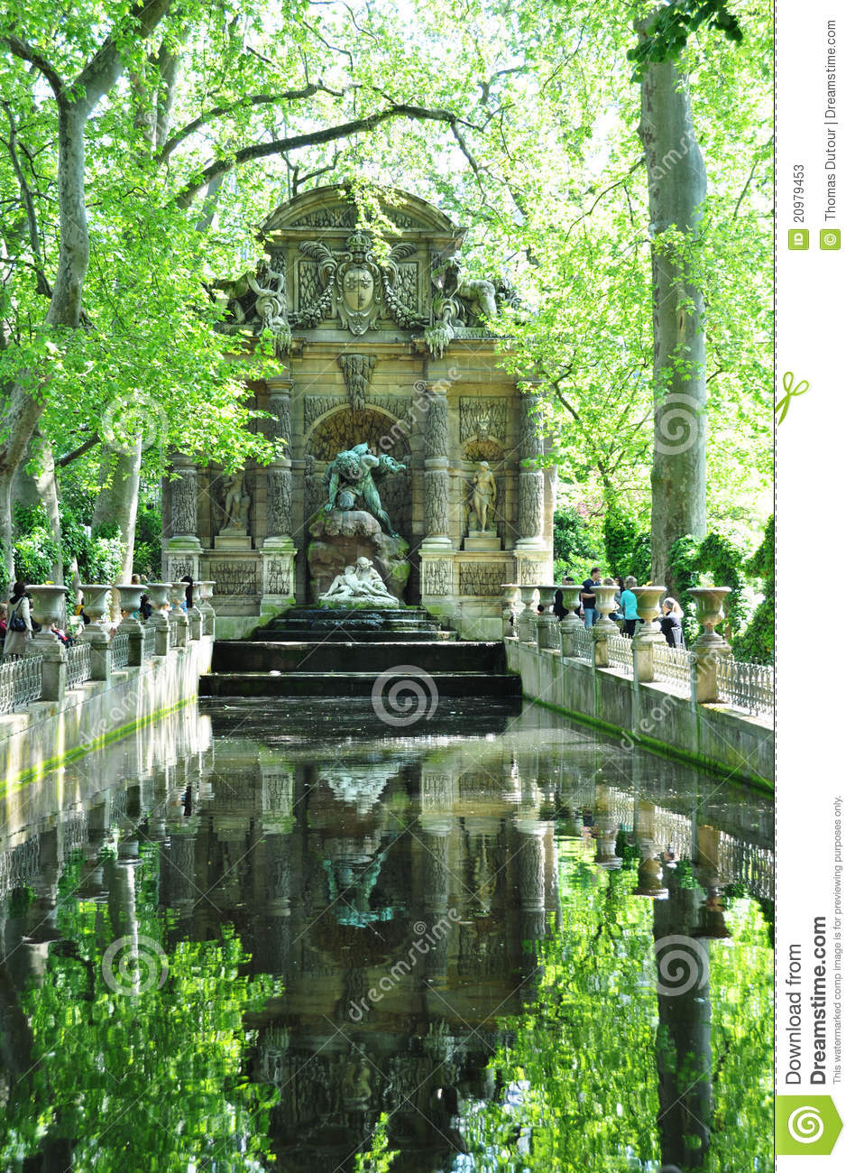 Fontaine de medicis au jardin du luxembourg paris photos for Au jardin paris
