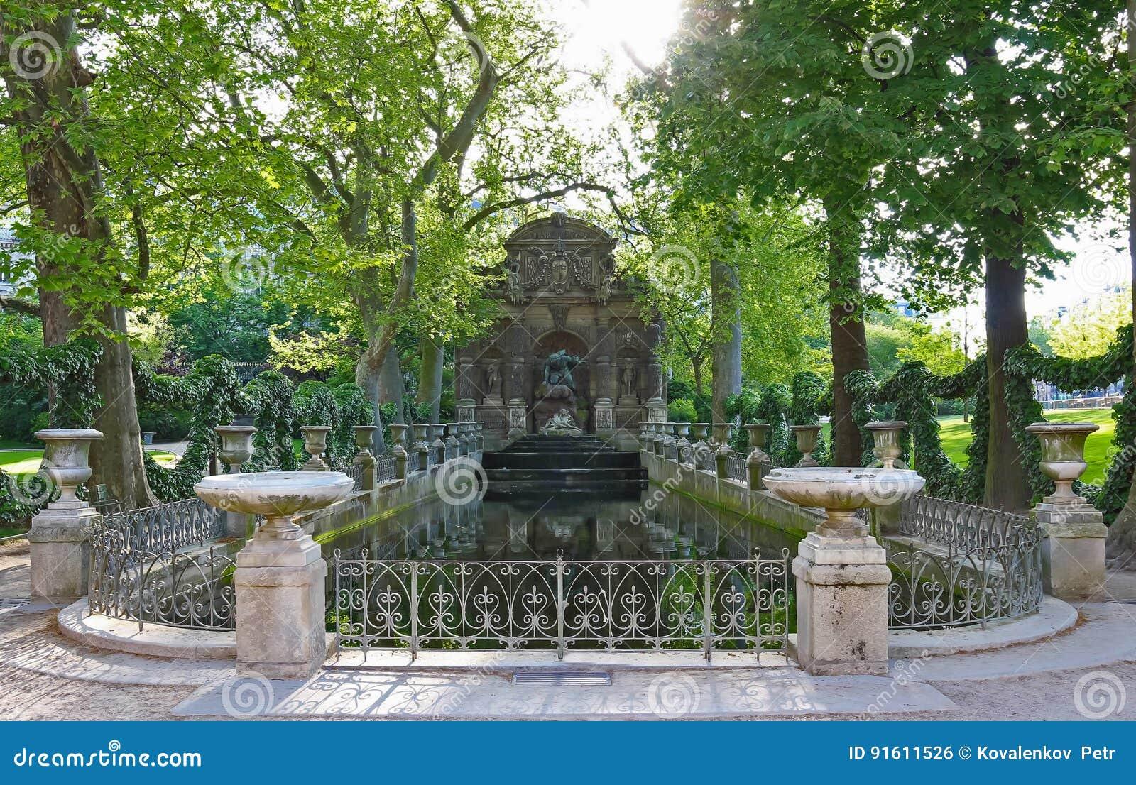Fontaine De Medicis Jardin Du Luxembourg Paris Stock