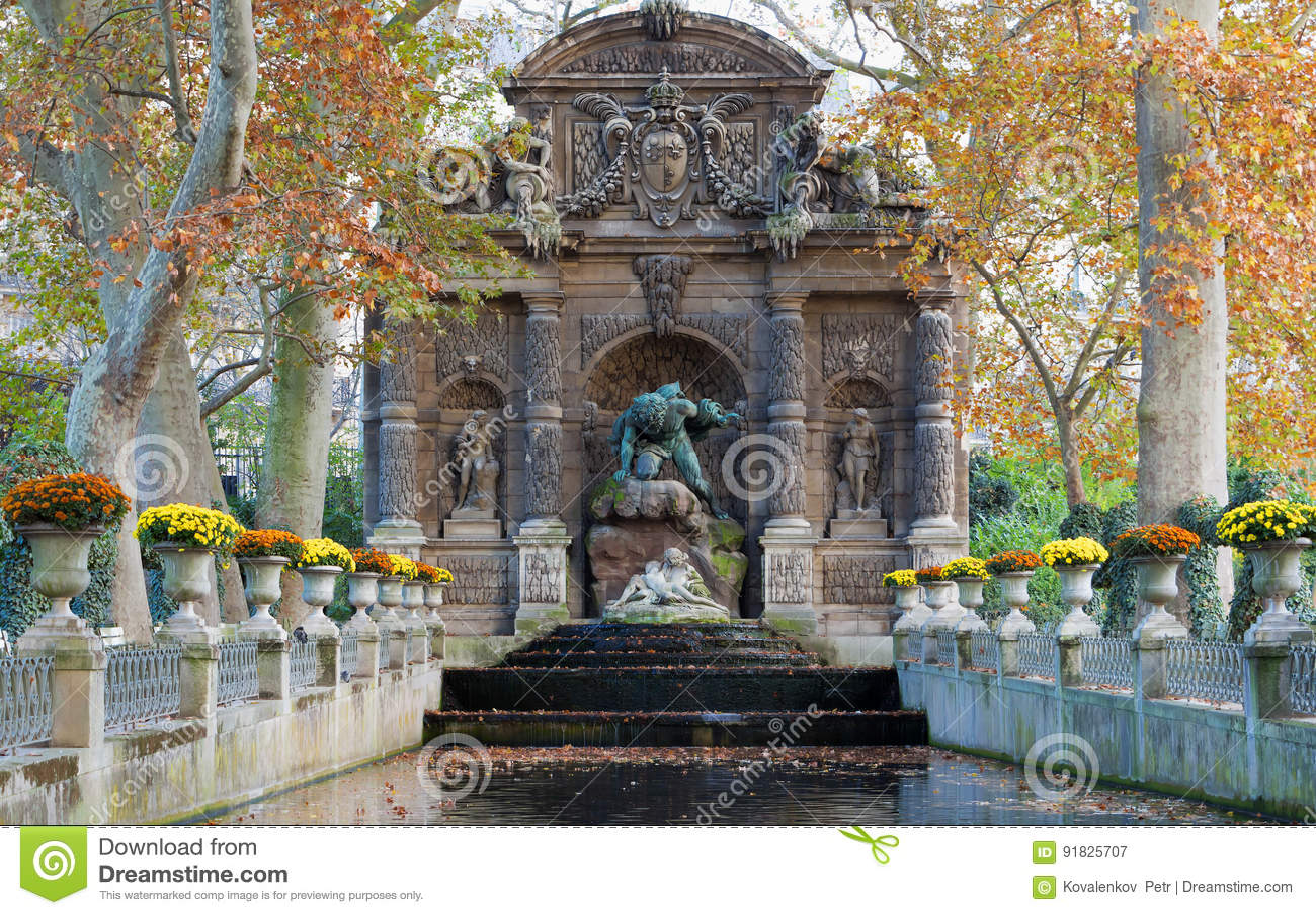 Photo Fontaine De Jardin fontaine de medicis, jardin du luxembourg, paris. stock