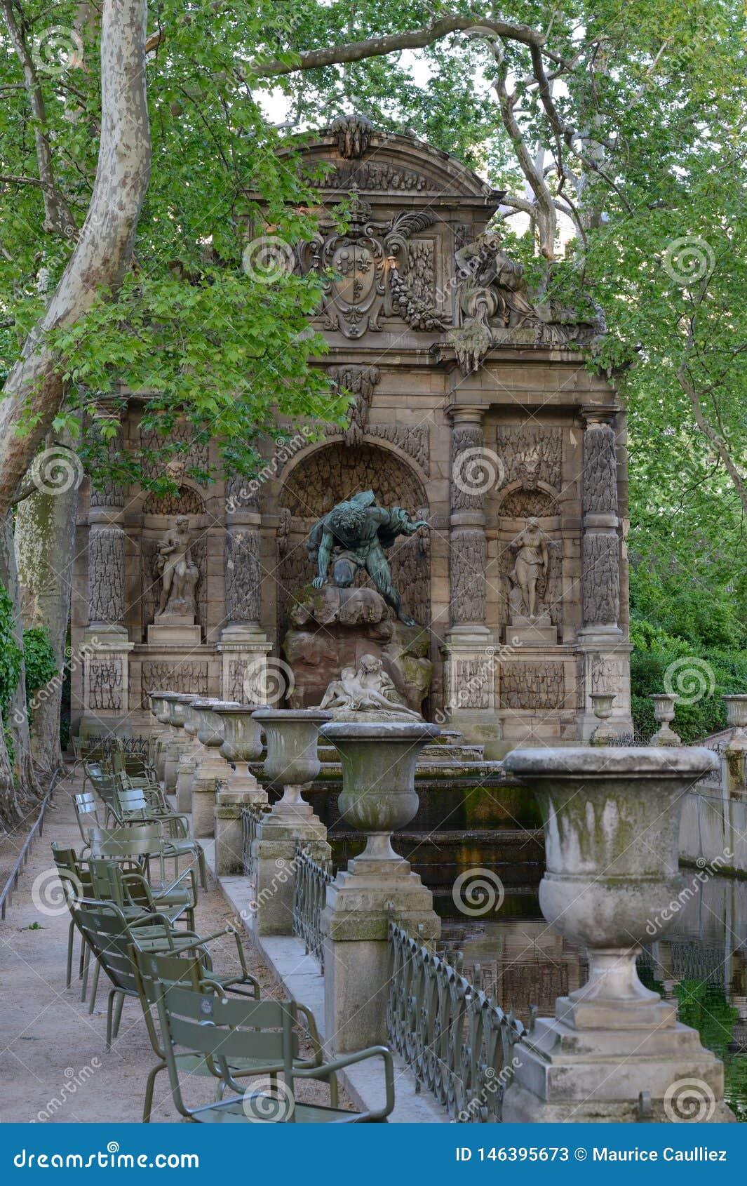 Photo Fontaine De Jardin fontaine de medicis, jardin du luxembourg, paris stock image