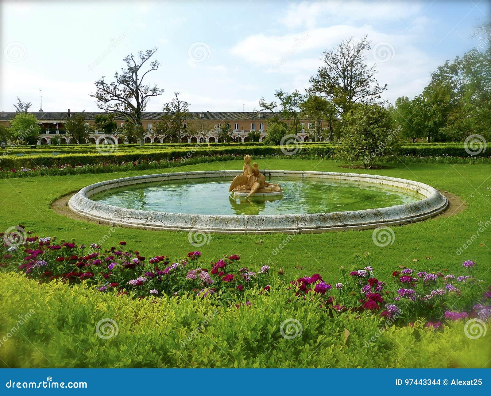 Fontaine De Royal Palace De Jardin D\'Aranjuez Photo stock - Image du ...
