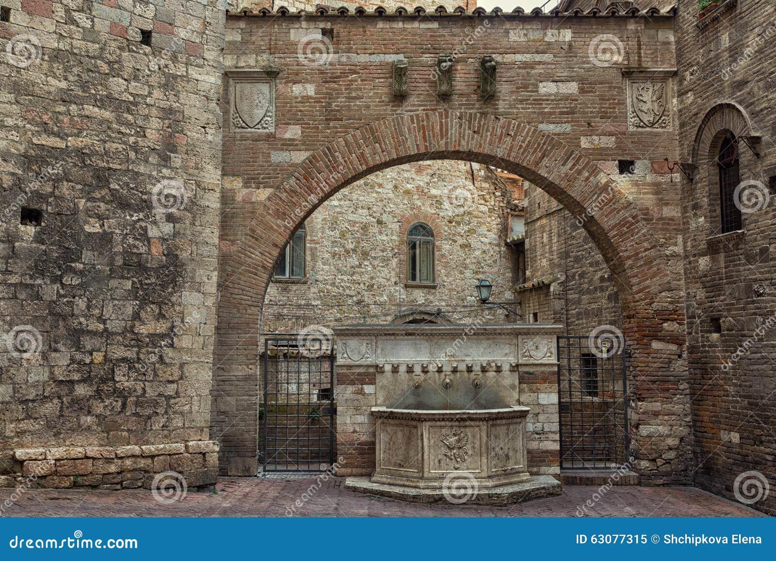 Download Fontaine En Pierre Antique à Pérouse Image stock - Image du landmark, italien: 63077315