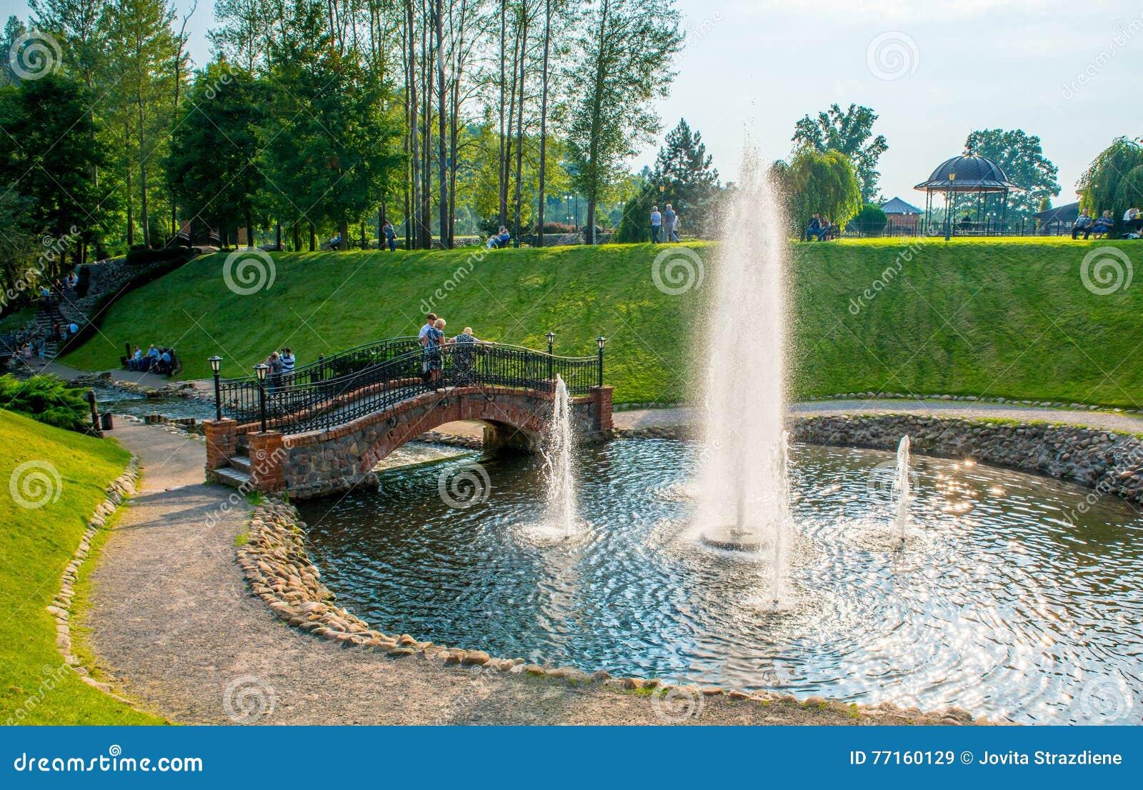 Fontaines et pont à Vilnius