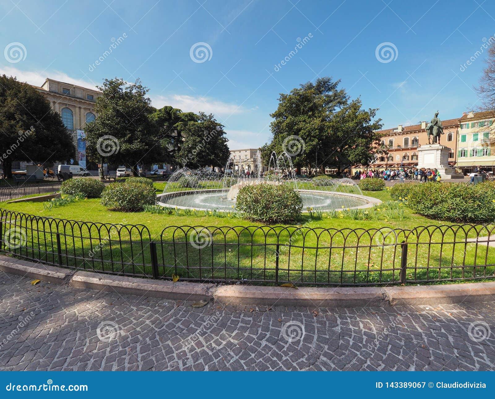 Fontana del reggiseno della piazza a Verona