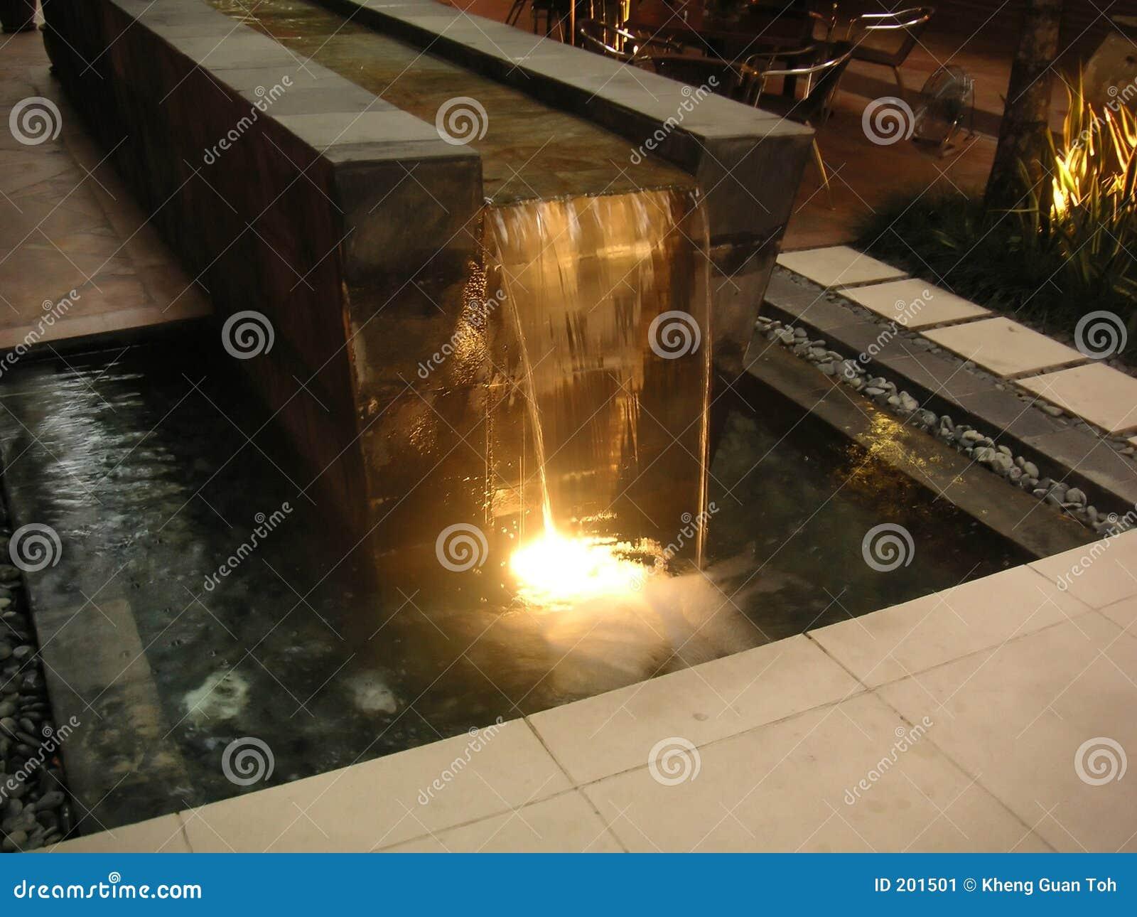 Fontana di acqua moderna