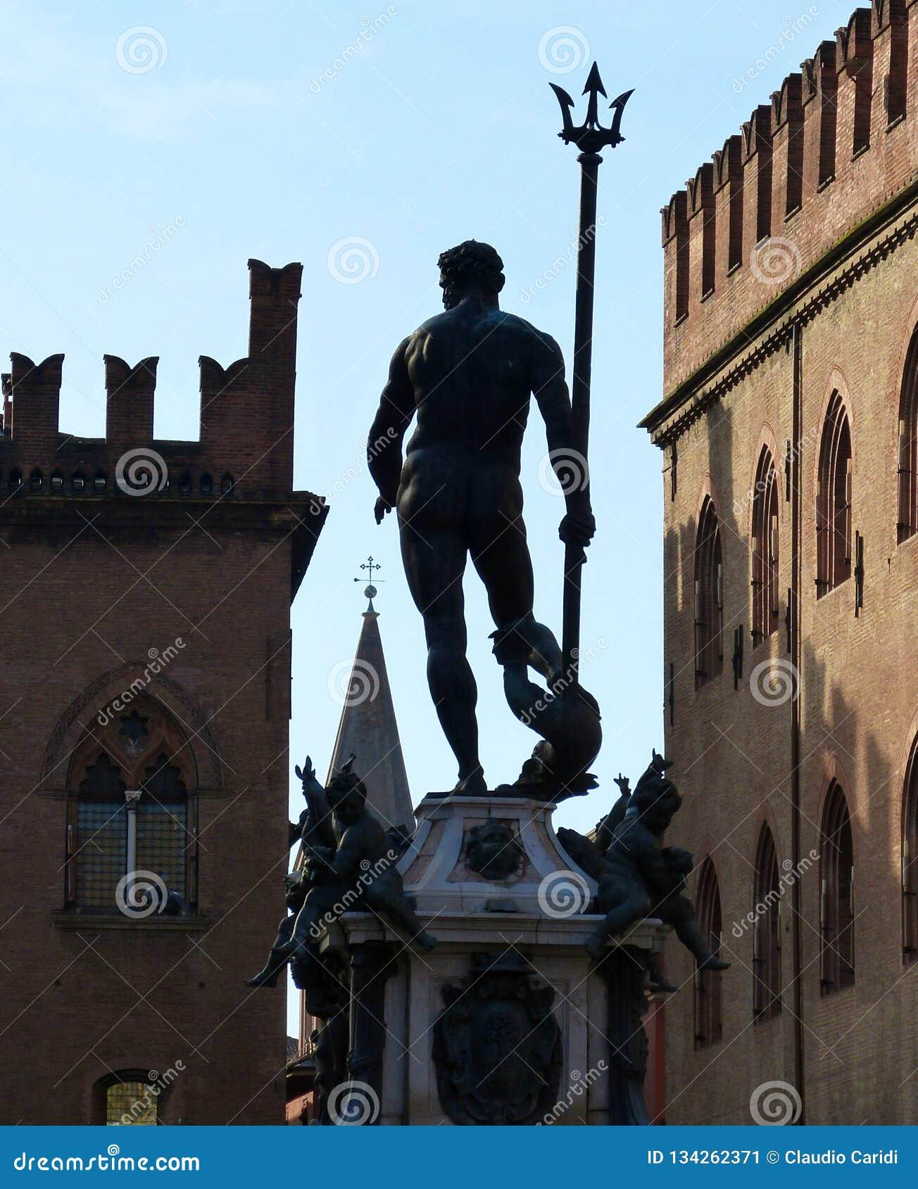 Fontana di Nettuno su Piazza del Nettuno, Bologna