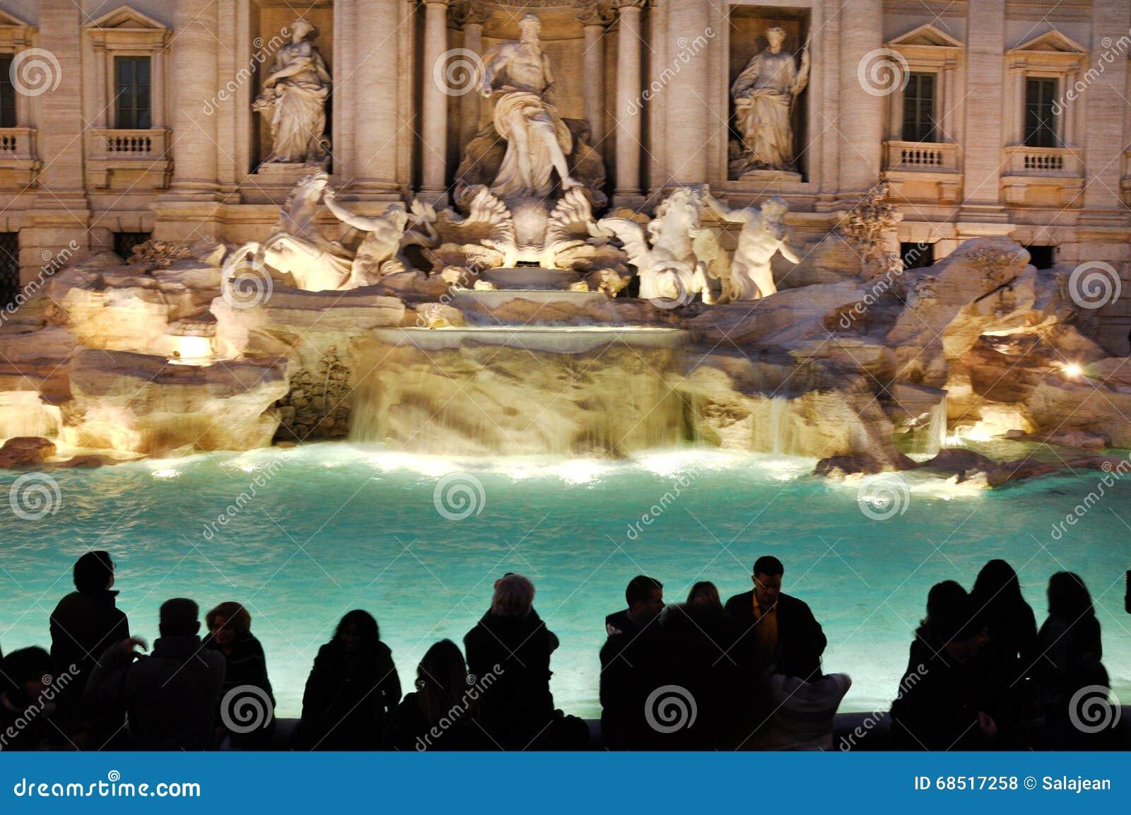 Fontana di trevi fontana di trevi belle vecchie finestre a roma italia fotografia stock - Finestre a roma ...
