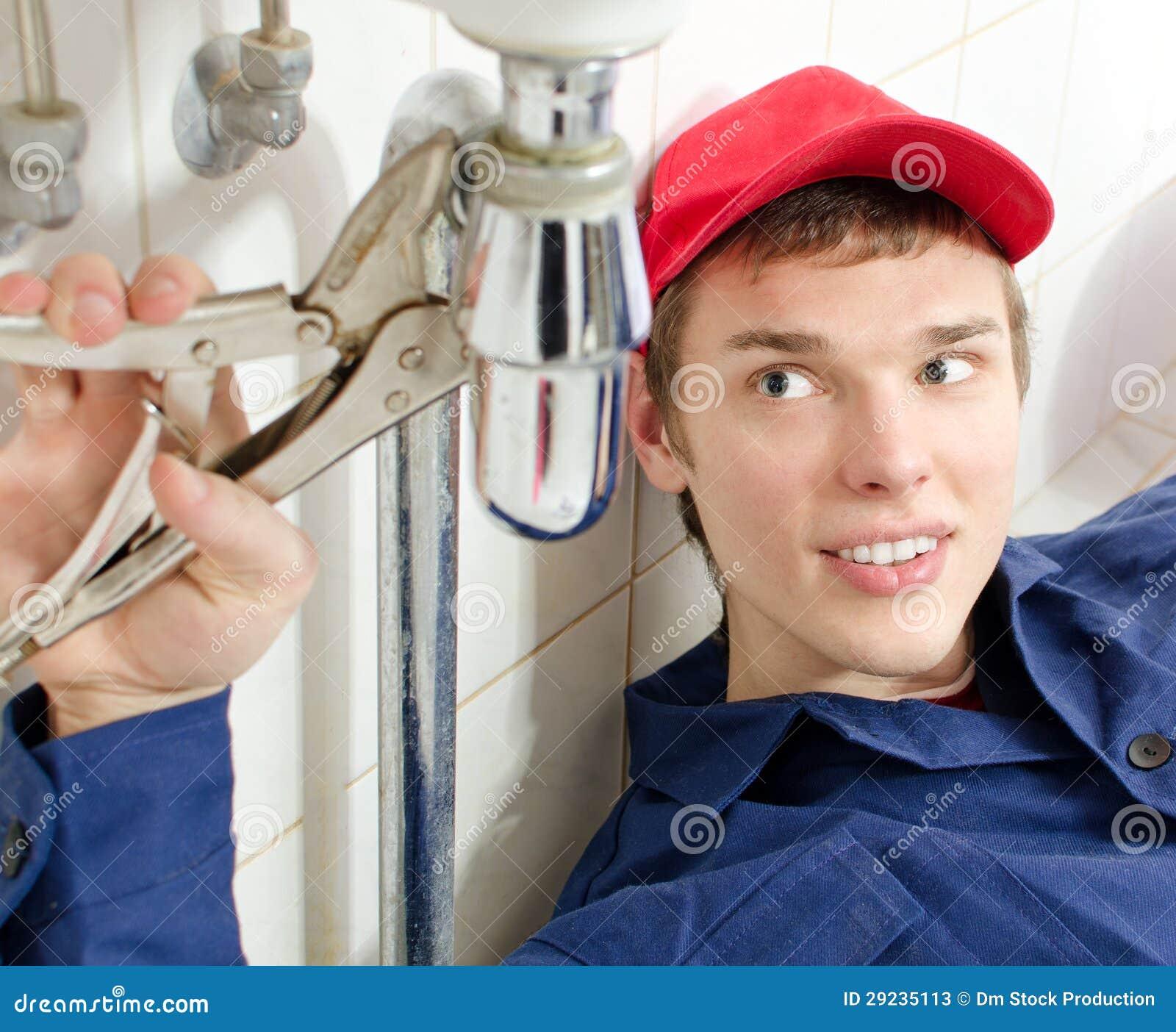Fontanero en uniforme fotos de archivo imagen 29235113 - El fontanero en casa ...