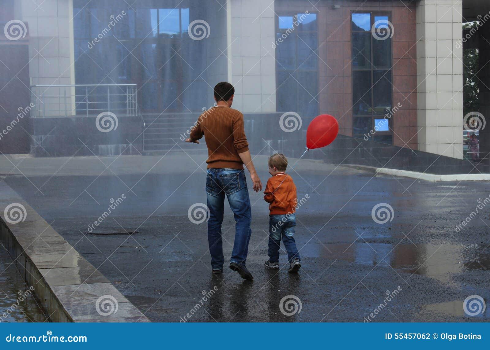 Fontanna deszczu syn i ojciec