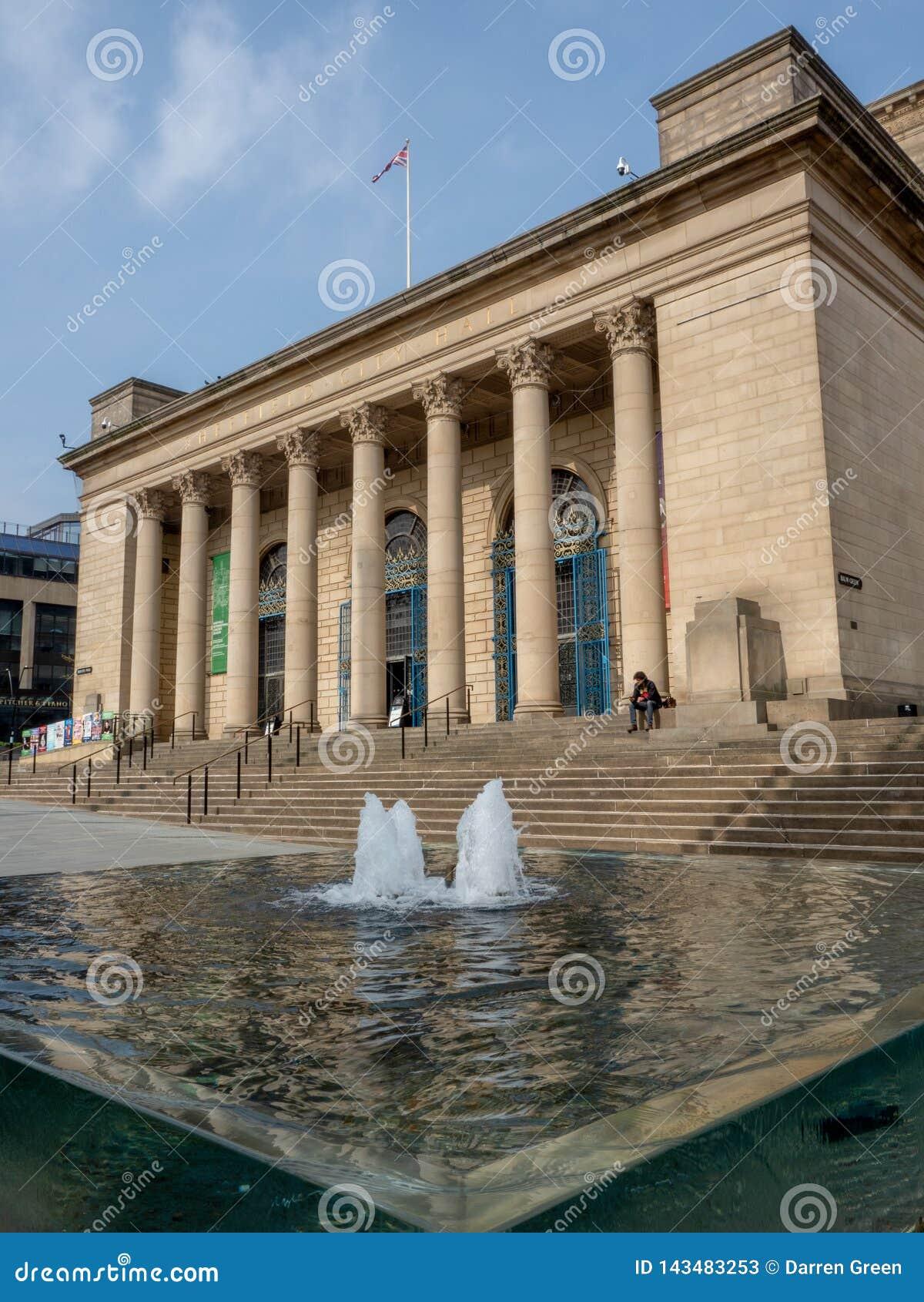Fontanny na zewnątrz Sheffield urząd miasta
