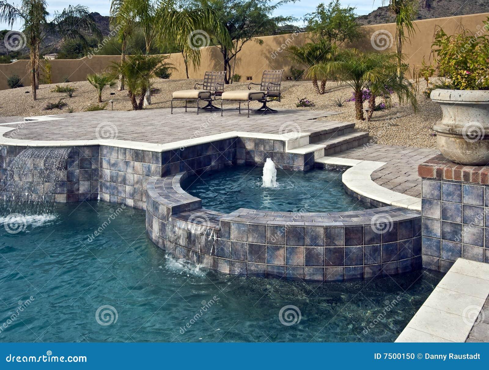 Fontanny plenerowy basenu zdrój