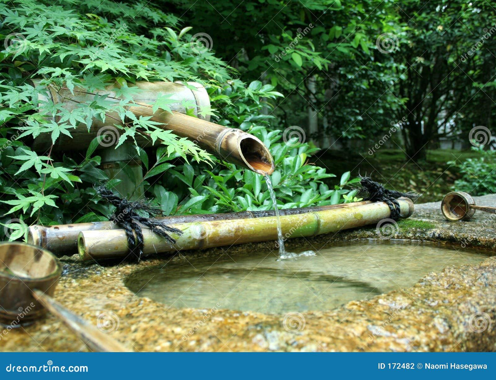 fonte de bambu japonesa foto de stock imagem de ladles 172482. Black Bedroom Furniture Sets. Home Design Ideas