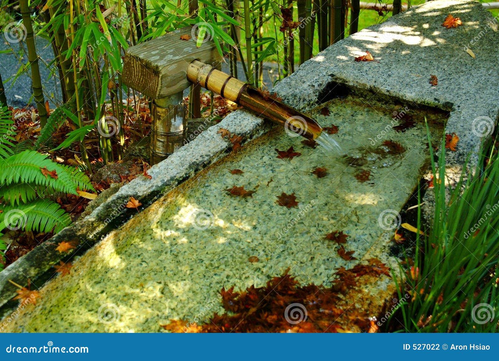 Fonte de bambu no jardim do zen foto de stock imagem 527022 - Bambu para jardin ...
