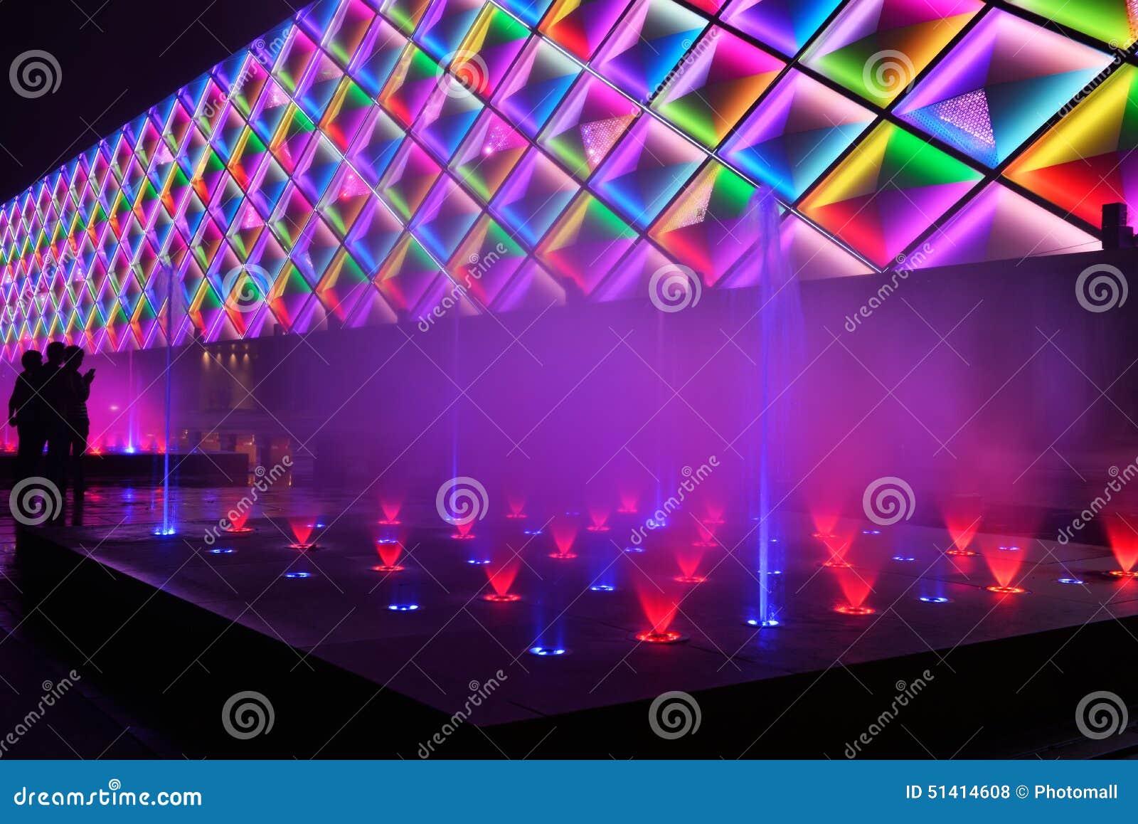 A fonte e a construção da música conduziram a parede exterior