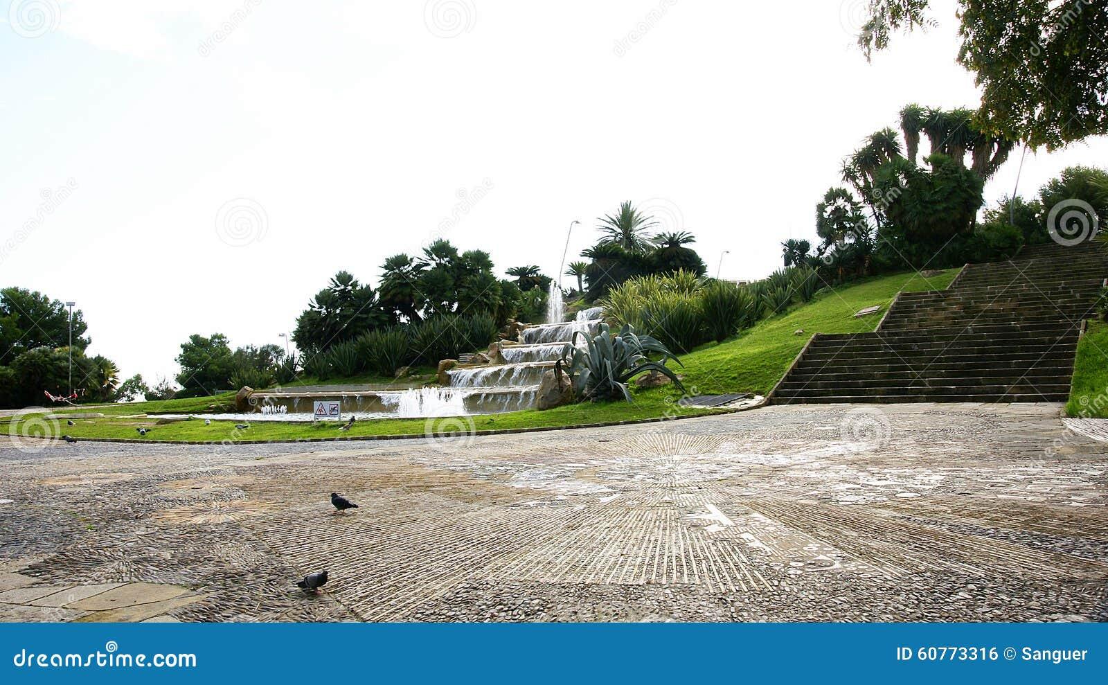 Fonte estratificado nos jardins de miramar foto de stock for Jardin de miramar