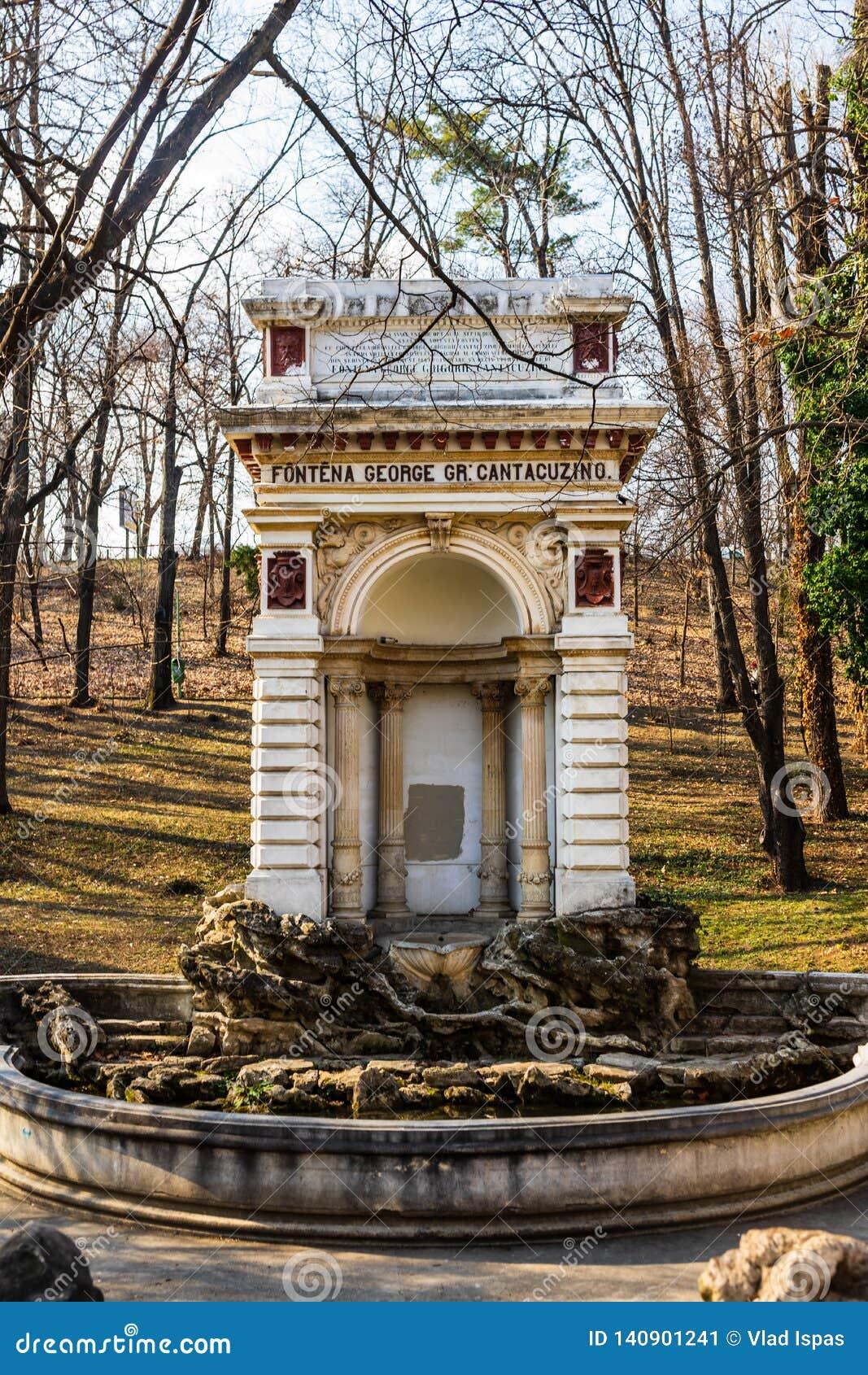 Fonte medieval em Carol Park , Bucareste, Romania